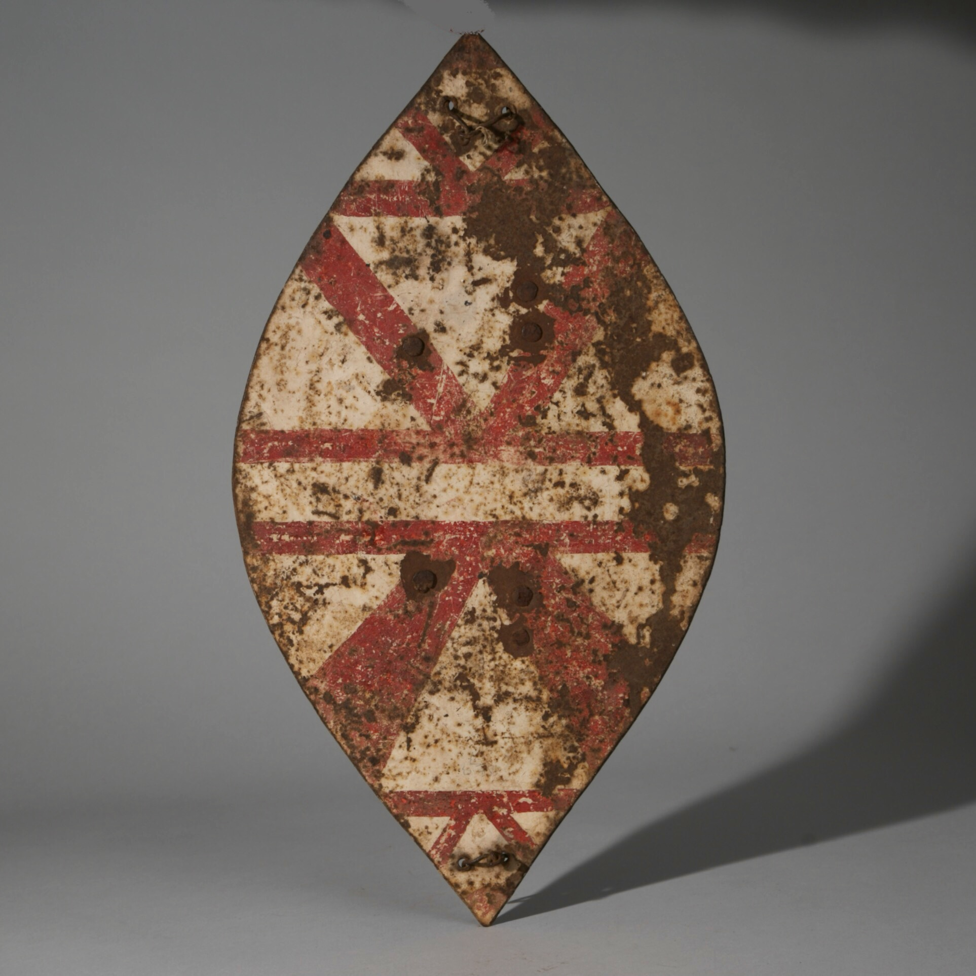 A GRAPHIC NGONI METAL SHIELD FROM SOUTH AFRICA ( No 3929 )