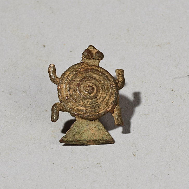 A SCULPTURAL SENOUFO BRONZE TURTLE PENDANT FROM THE IVORY COAST ( No 4376)