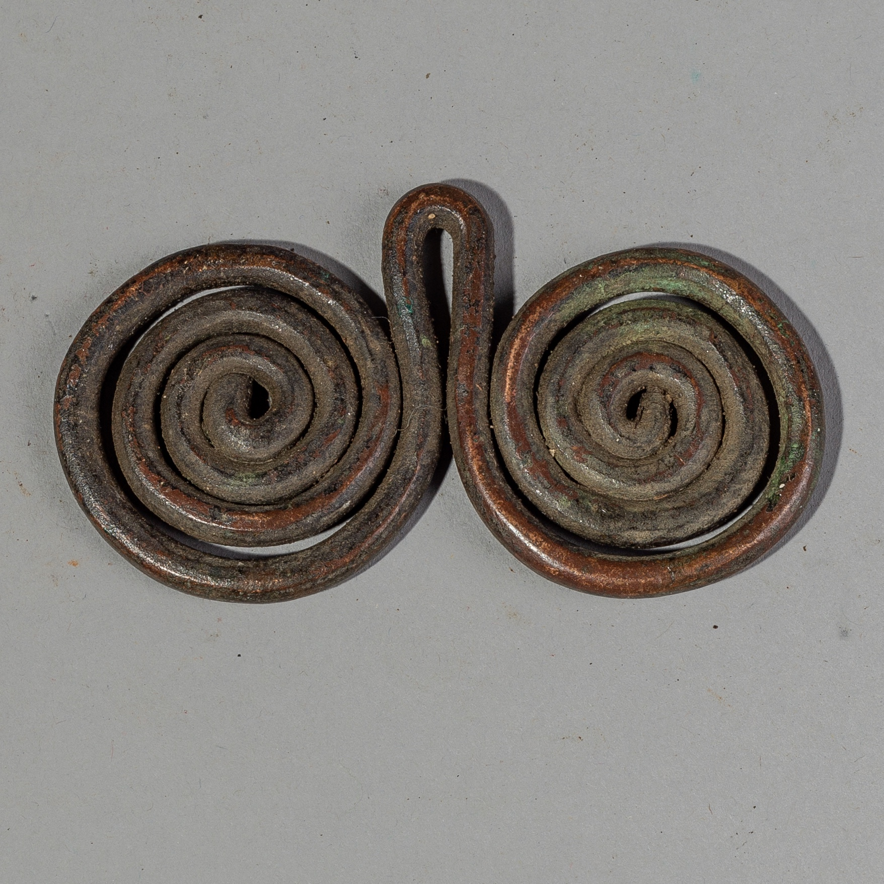 A SMALL COPPER CURRENCY SPIRALS, MATAKAN TRIBE OF CAMEROON ( No 1757 )