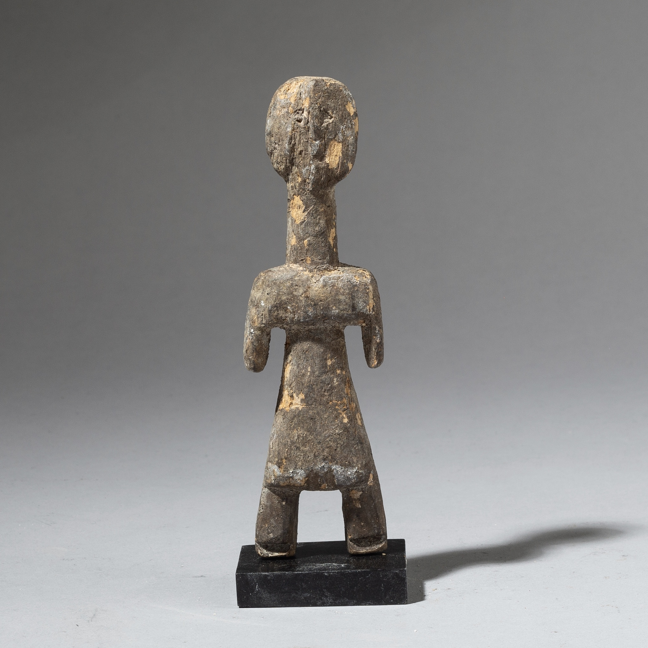 AN ANCESTOR FIGURE FROM THE ADAN TRIBE OF GHANA ( No 2841 )