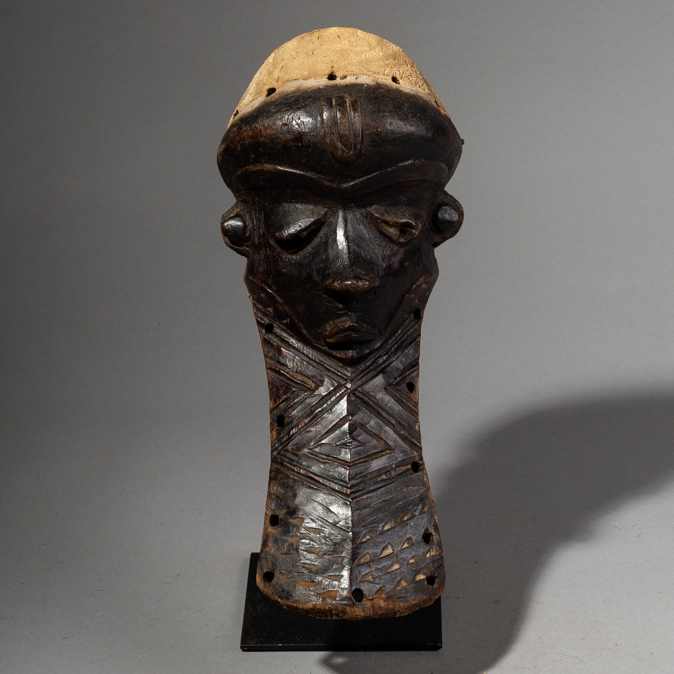 A ELEGANT  PENDE MASK FROM THE CONGO ( No 2247 )