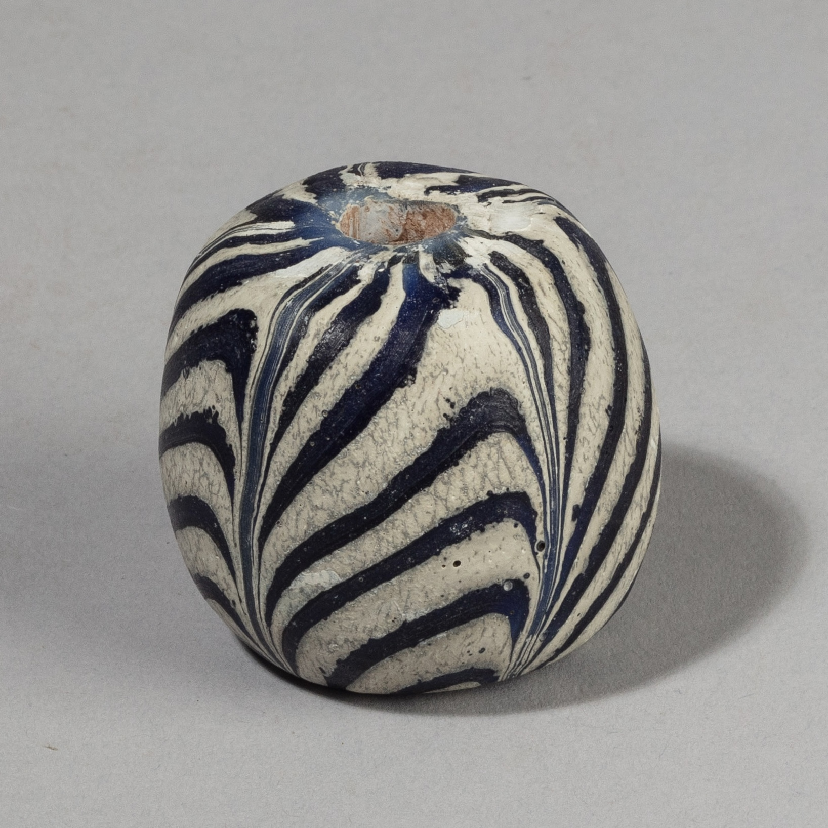 SOLD POP UP A LARGE GLASS BEAD FROM JAVA, INDONESIA ( No 4370)