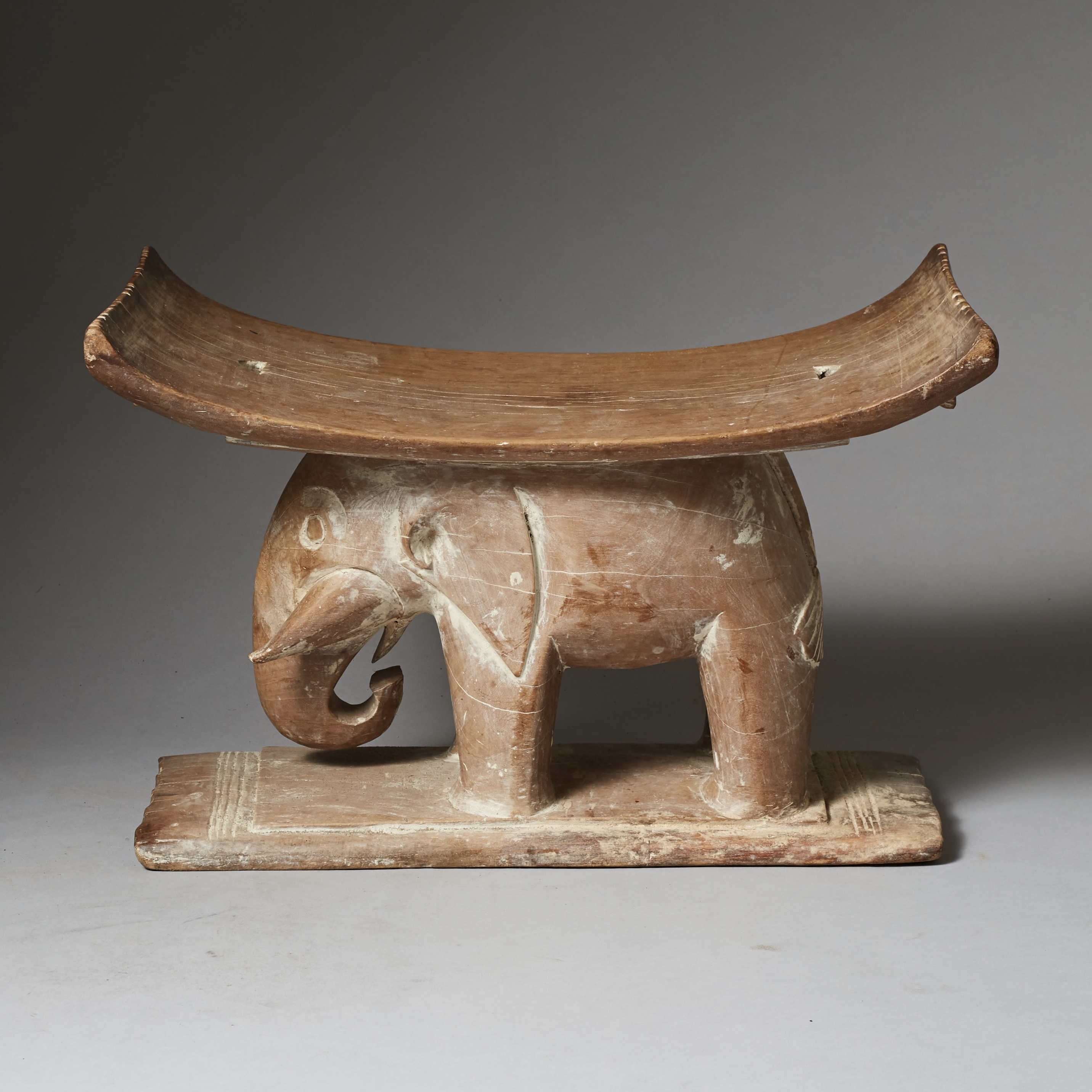 A FINE MEDIUM SIZED ELEPHANT STOOL, WITH REMNANTS OF KAOLIN  ( No 2423 )
