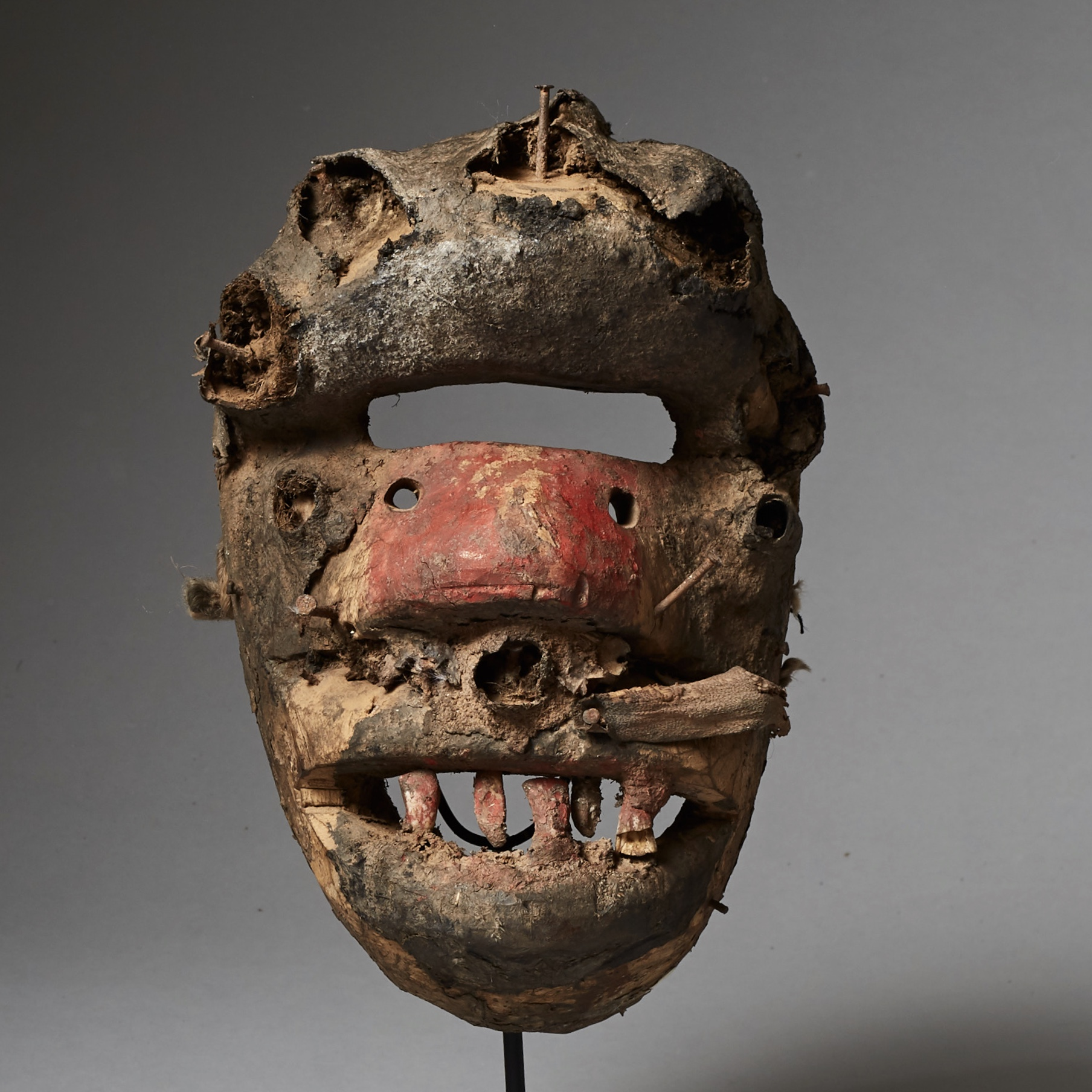 A BIZARRE GUERRE MASK FROM THE IVORY COAST ( No 2505 )