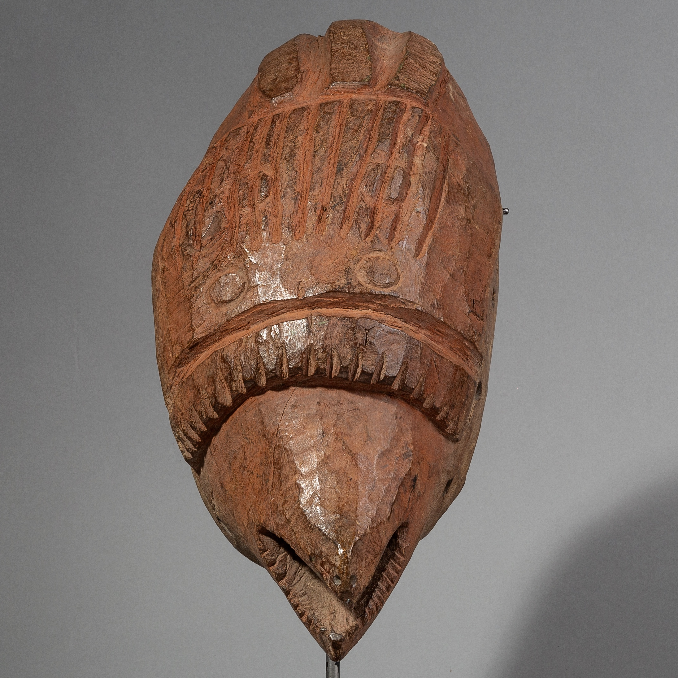 AN ARTISTIC MAMBILA MASK FROM CAMEROON ( No 1459 )