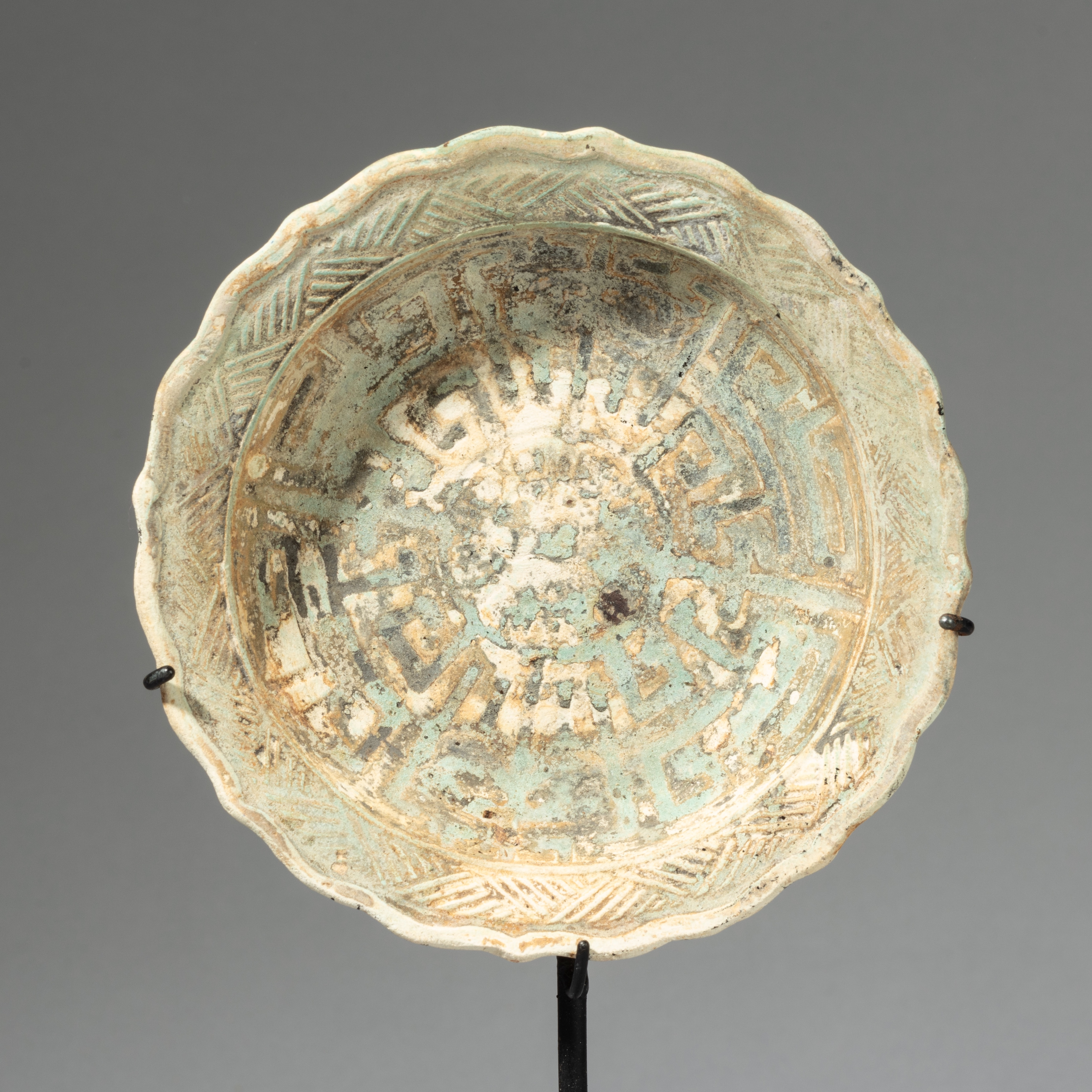 A PRETTY PORCELAIN PLATE FROM INDONESIA ( No 4332)