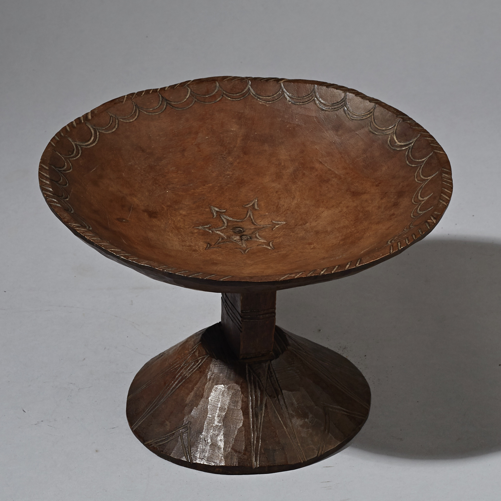 ( SOLD- LY ) - A ELEGANT SIDE PEDESTAL BOWL FROM ETHIOPIA ( No 2362 )
