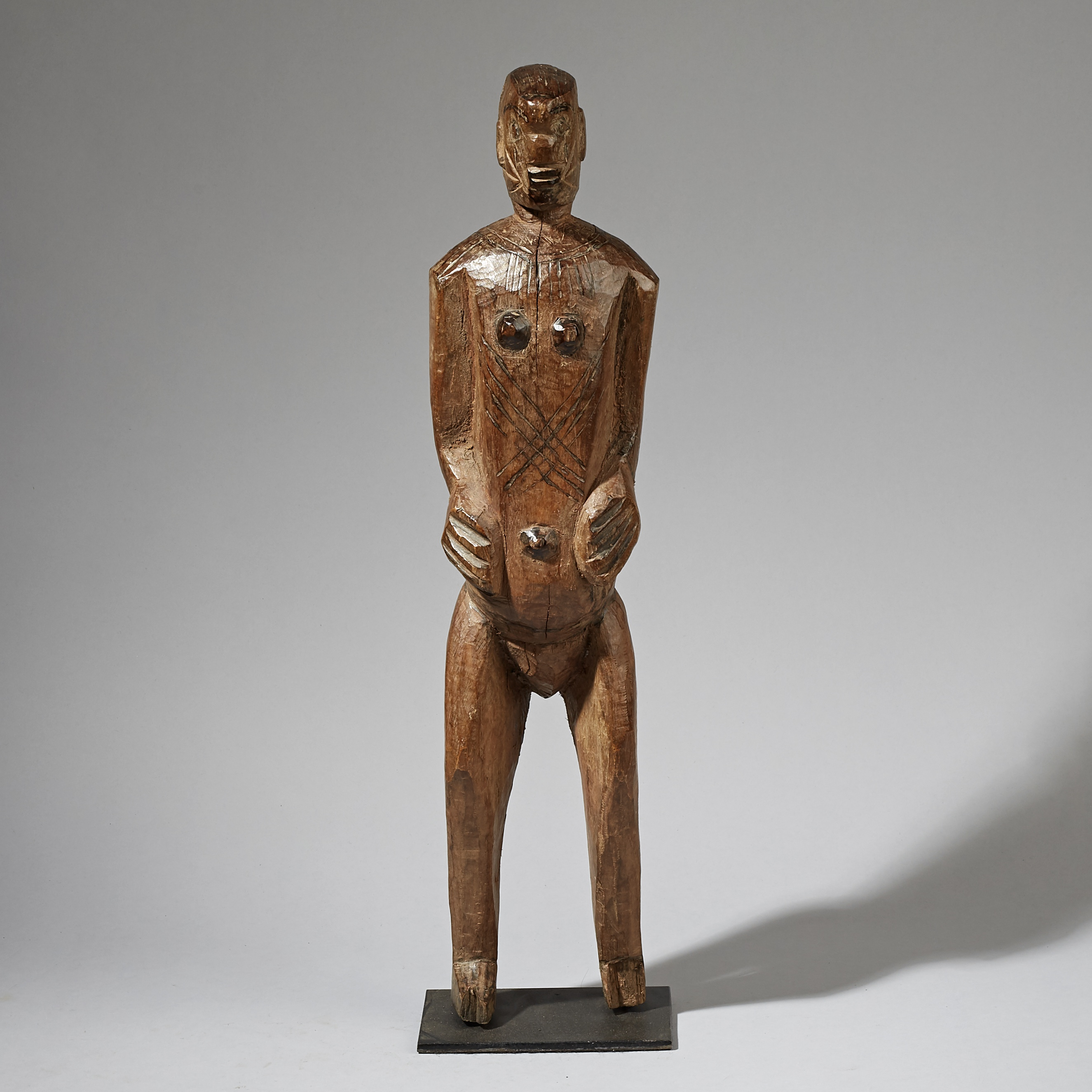 AN IMPOSING LARGE ALTAR FIGURE FROM THE GURUNSI TRIBE OF BURKINA FASO ( No 3037 )