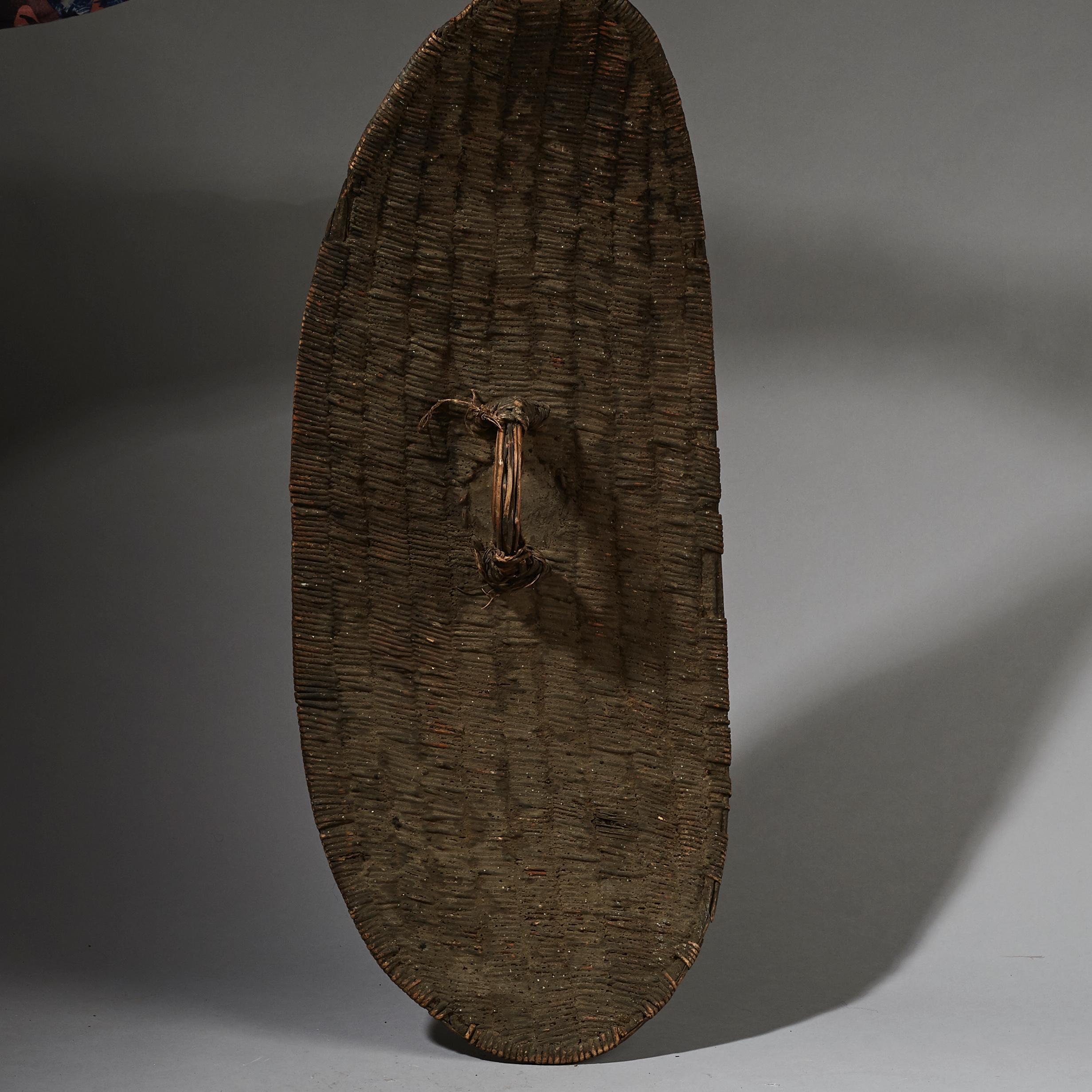 A NICE WOVEN UGANDAN SHIELD MADE FROM NATURAL FIBRE ( No 2689 )