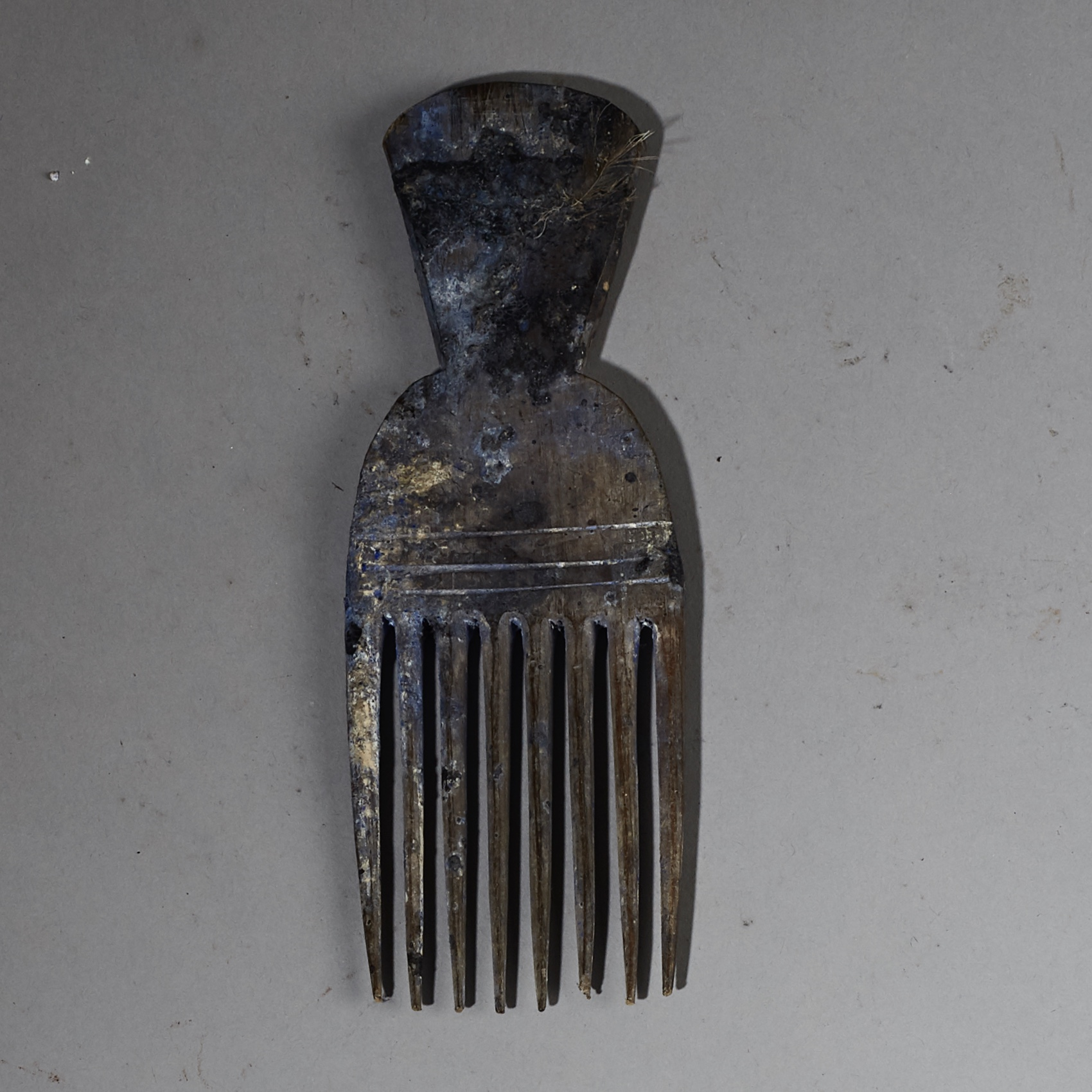 A FETISH COMB FROM THE EWE TRIBE OF GHANA ( No 2634 )