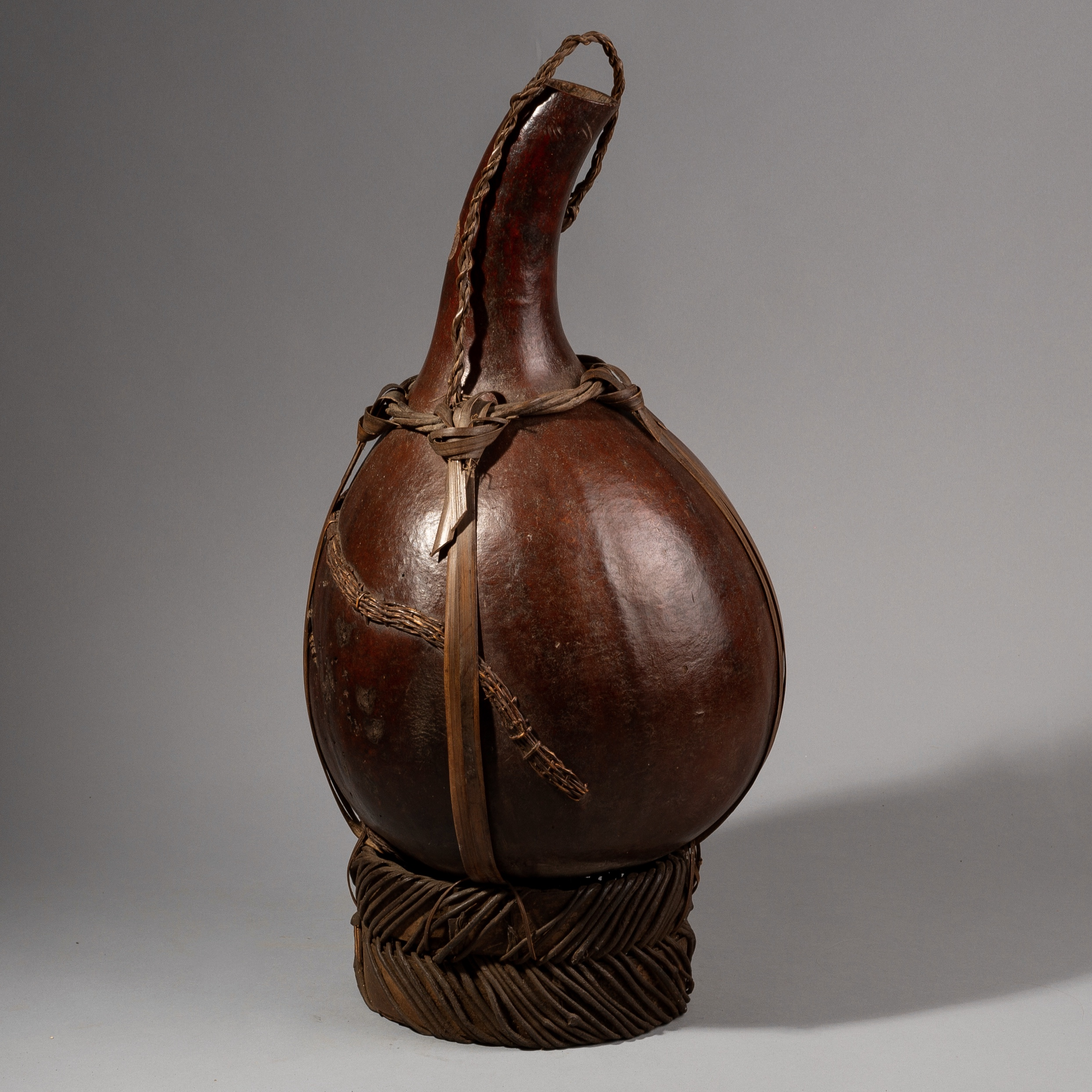 SD A LARGE VEGETABLE GOURD VESSEL FROM BAMILEKE TRIBE OF CAMEROON ( No 1358 )