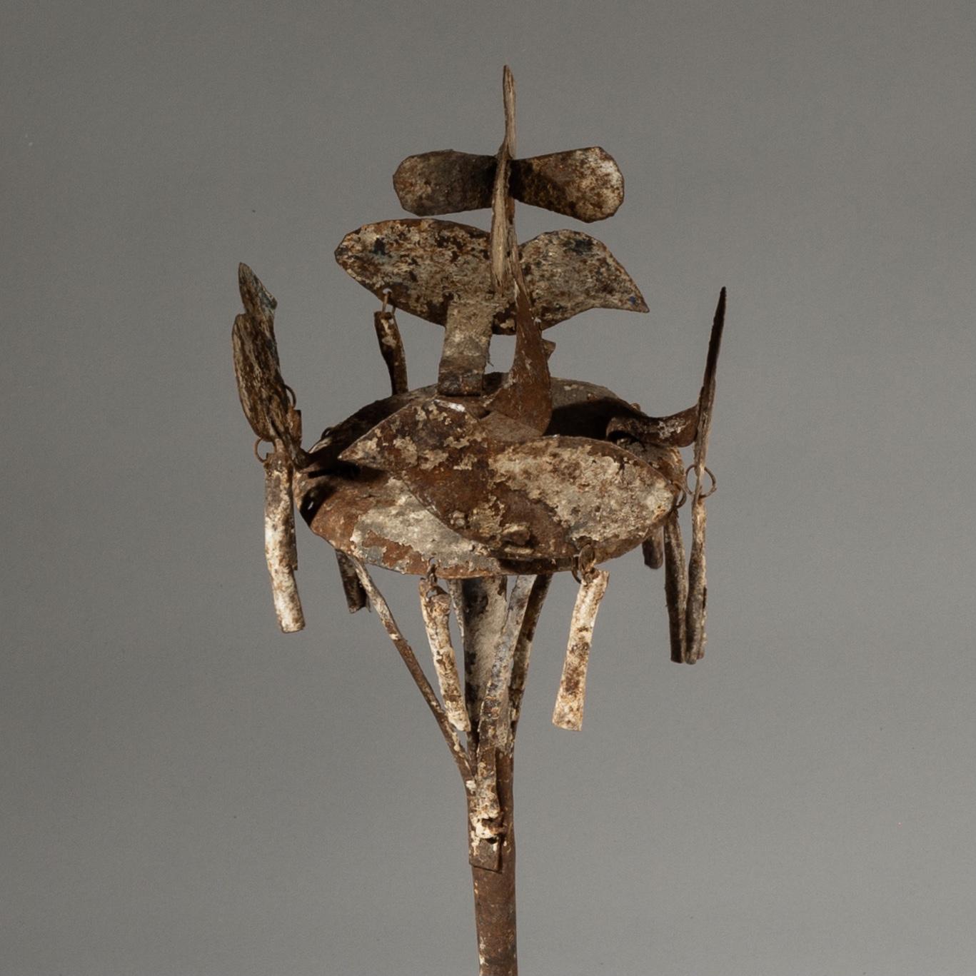 A FON ALTAR WITH STYLISED BIRDS, BENIN ( No 3229 )
