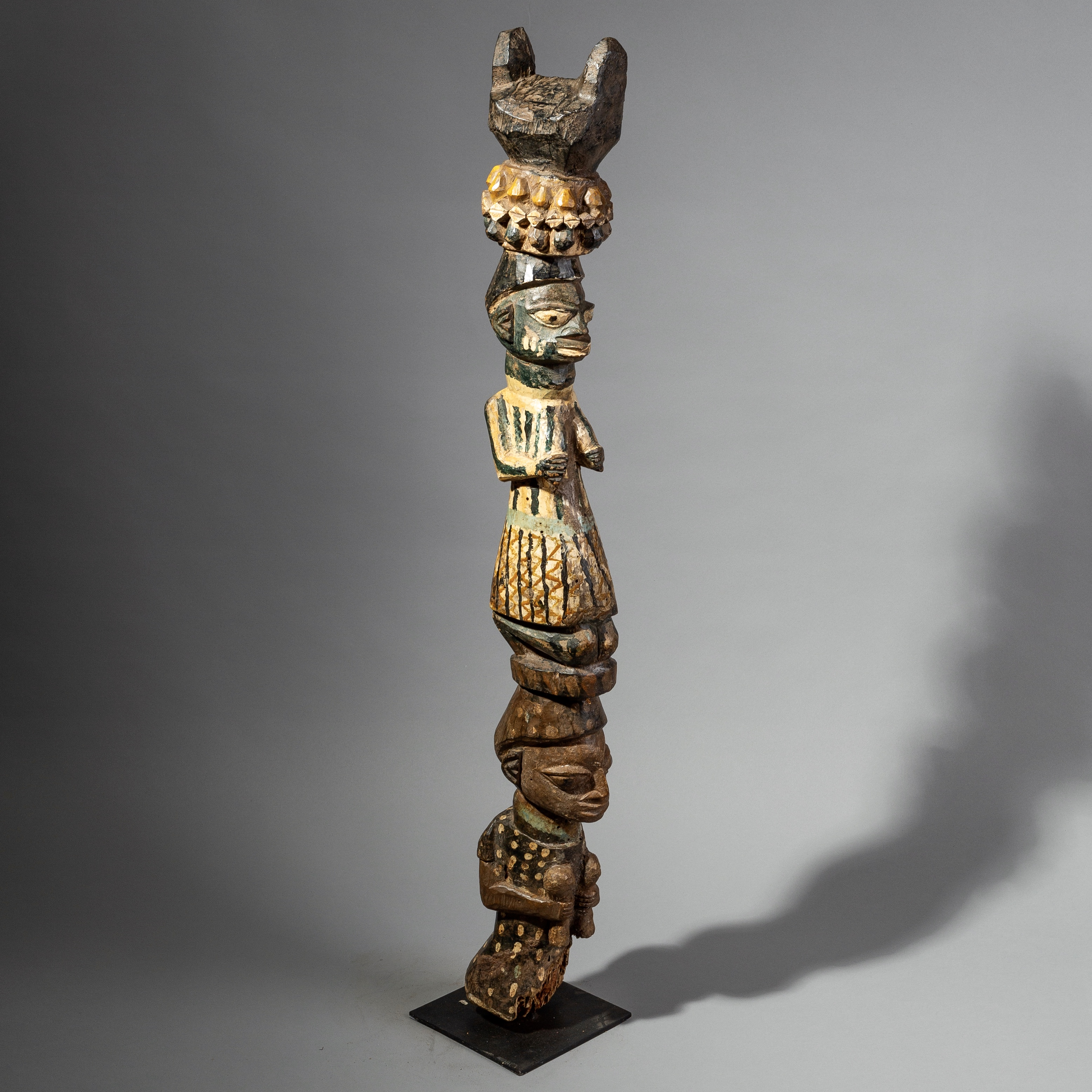 A LARGE DETAILED FIGURATIVE POST FROM THE YORUBA TRIBE OF NIGERIA ( No 1766 )
