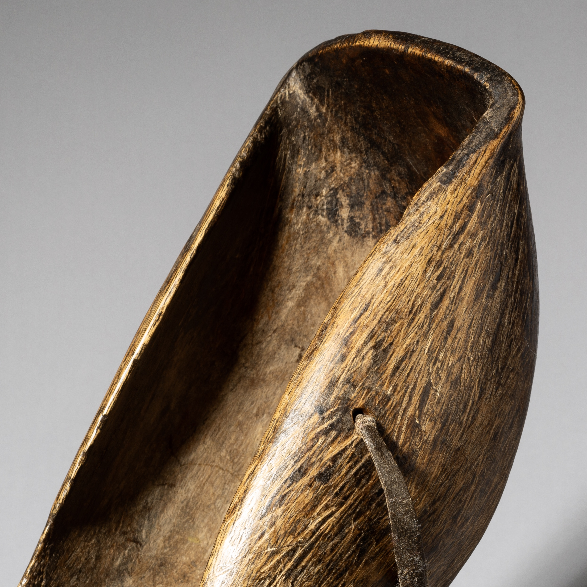 A PATINATED WOOD BOWL, TURKANA TRIBE KENYA ( No 4006 )