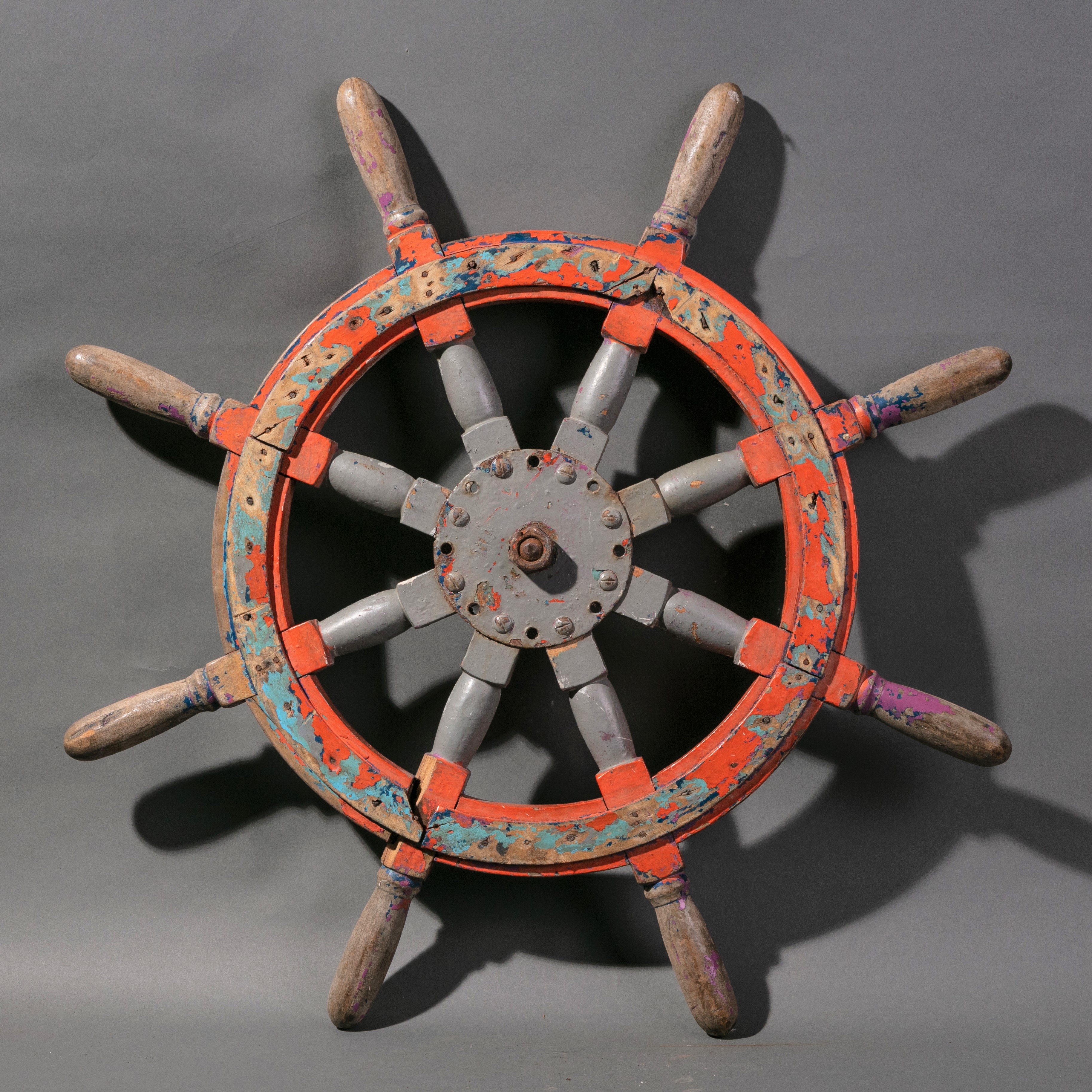 A STRIKING FISHING BOATS WHEEL FROM INDONESIA ( No 936 )