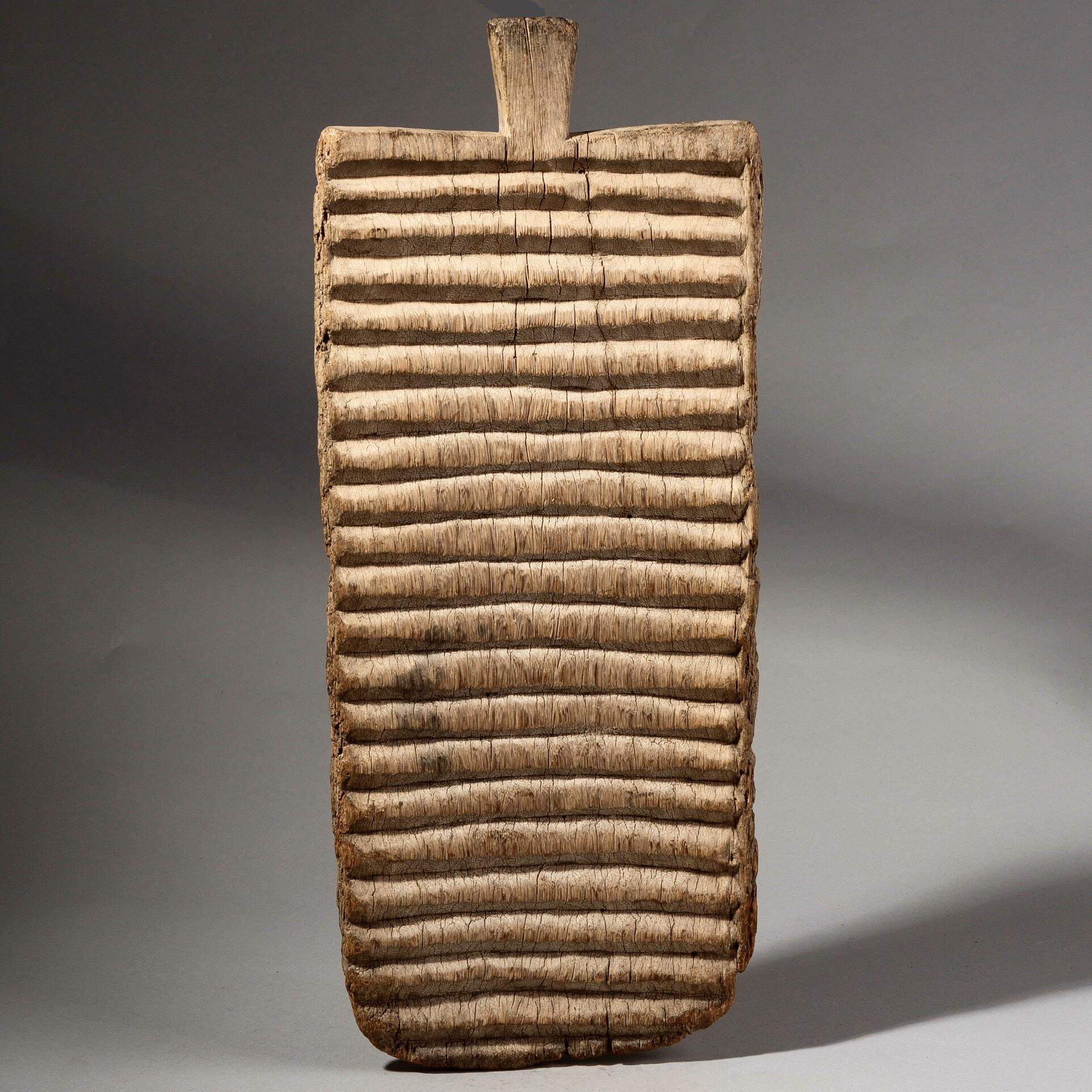 BAULE TRIBE WASH BOARD, IVORY COAST ( No 532 )