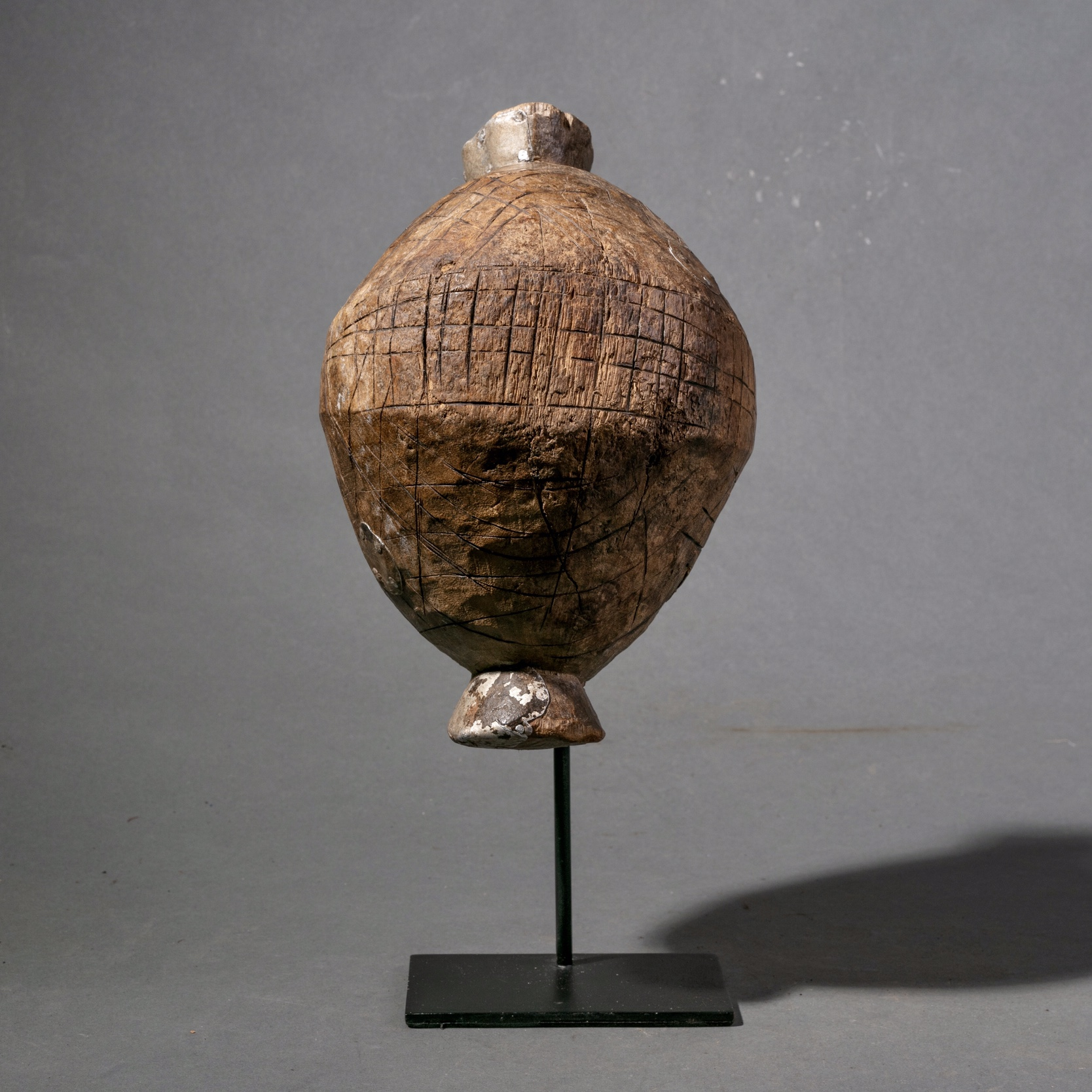 A SMALL PARRYING WOOD SHIELD DINKA TRIBE ( No 943 )