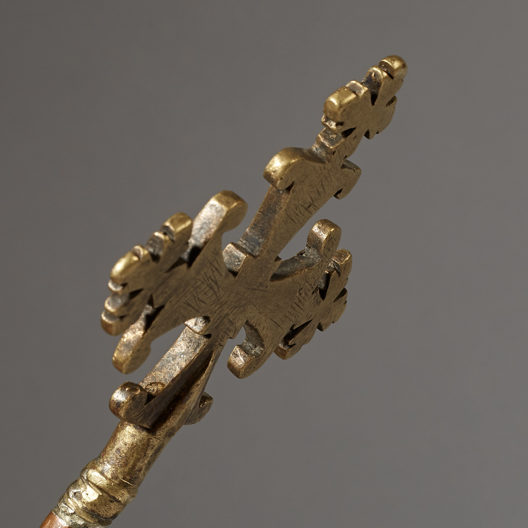 AN UNUSUAL 19THC BRASS + COPPER PRIESTS HAND CROSS FROM ETHIOPIA( No 2847 )