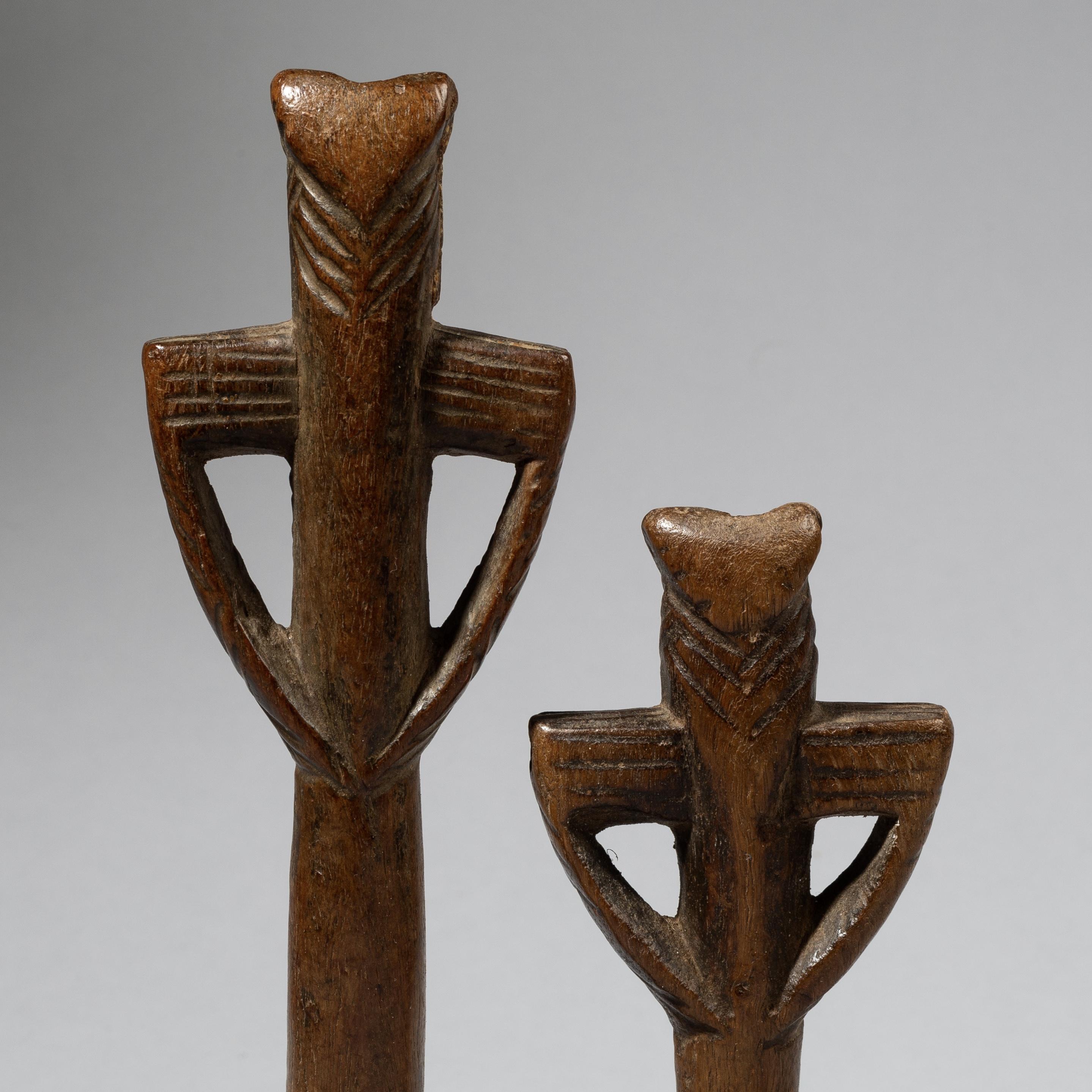 2 ANTHROPOMORPHIC WHISTLES, LOBI TRIBE OF BURKINA FASO, W. AFRICA ( No 4409)