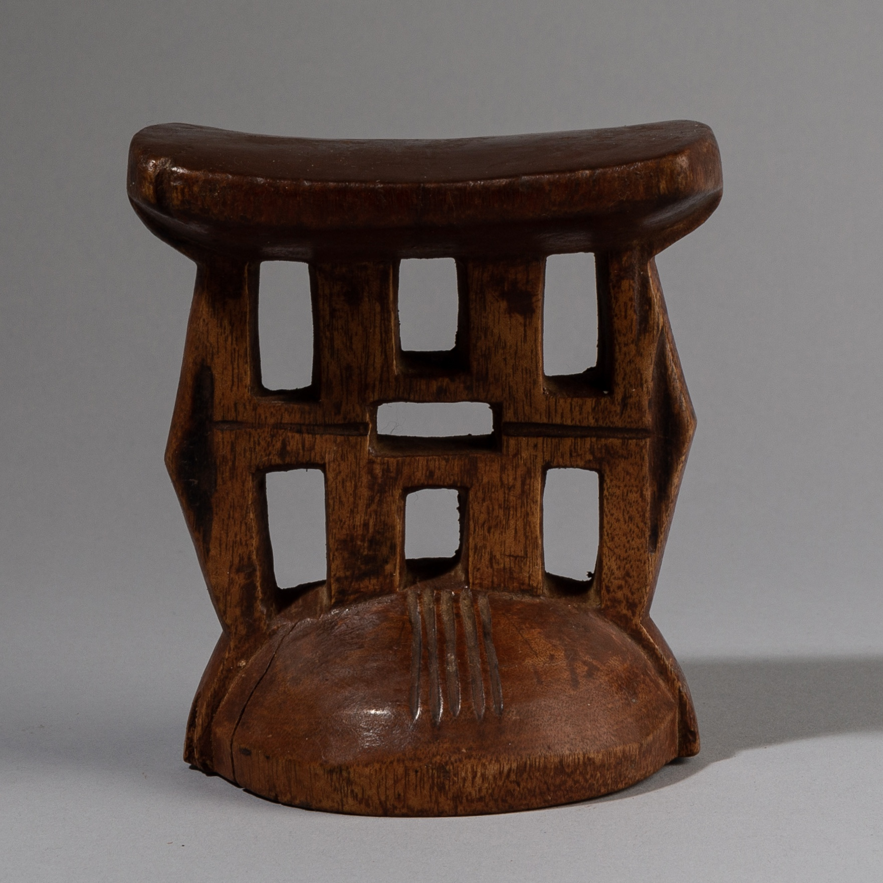 Sold HZ -A LOVELY HIMBA HEADREST FROM NAMIBIA, S AFRICA ( No 3783 )