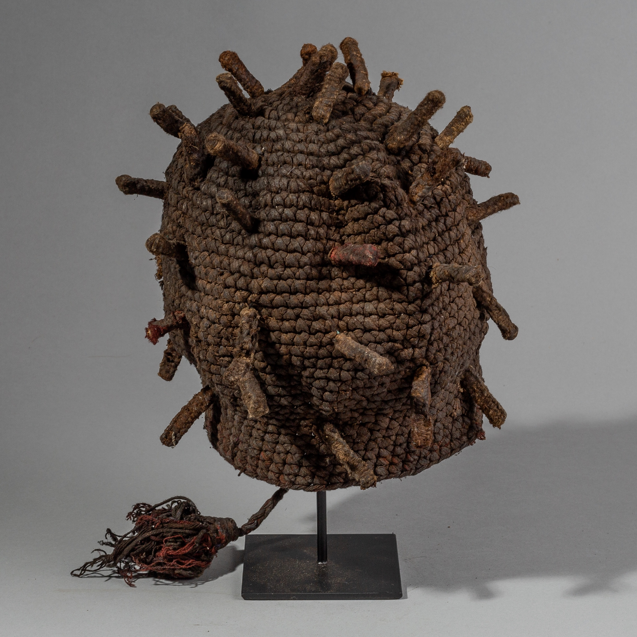 A BAMILEKE FINGERLING HAT FROM CAMEROON ( No 1638 )