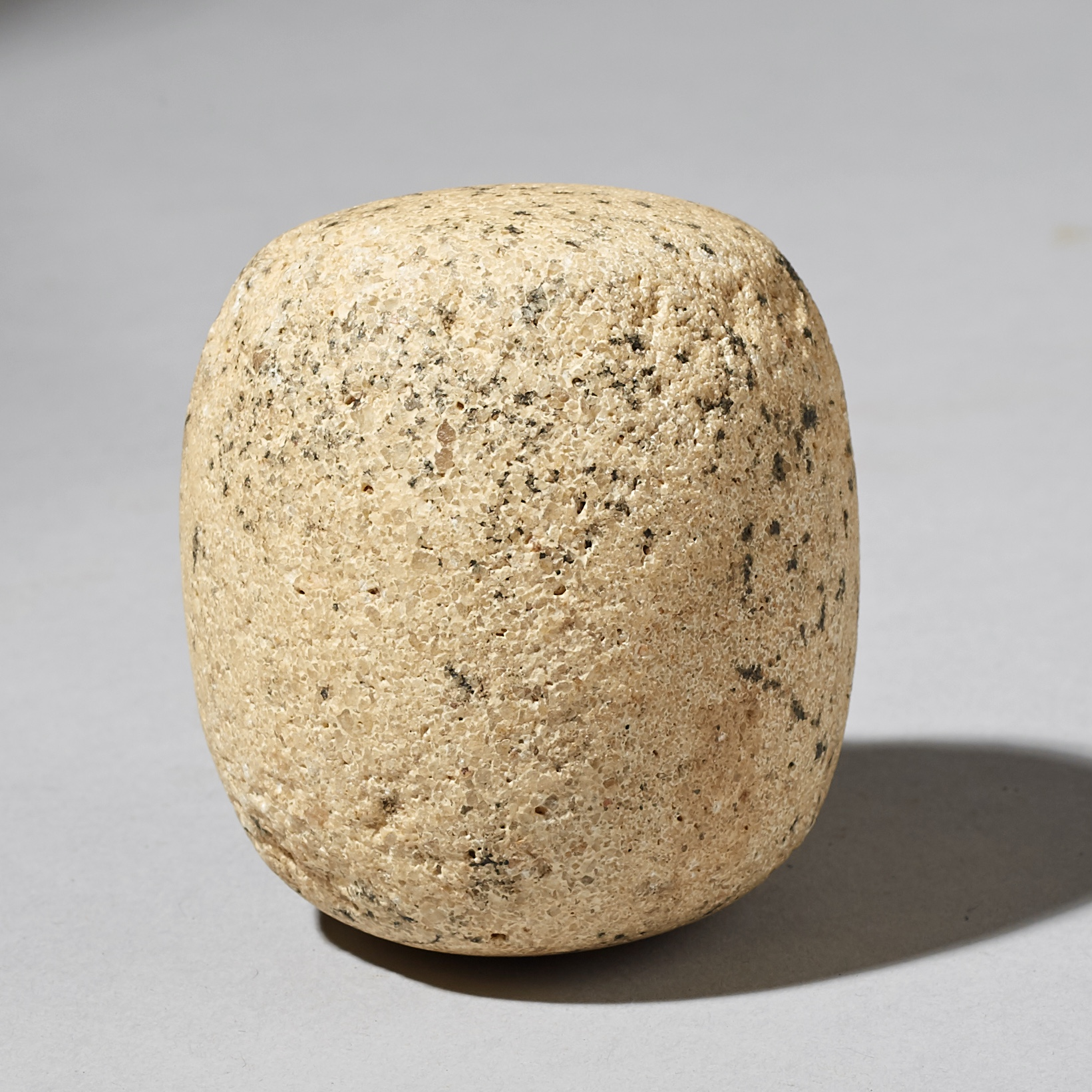 ANCIENT  SPECKLED GRINDING STONE FROM THE SAHARA ( No 3031 )