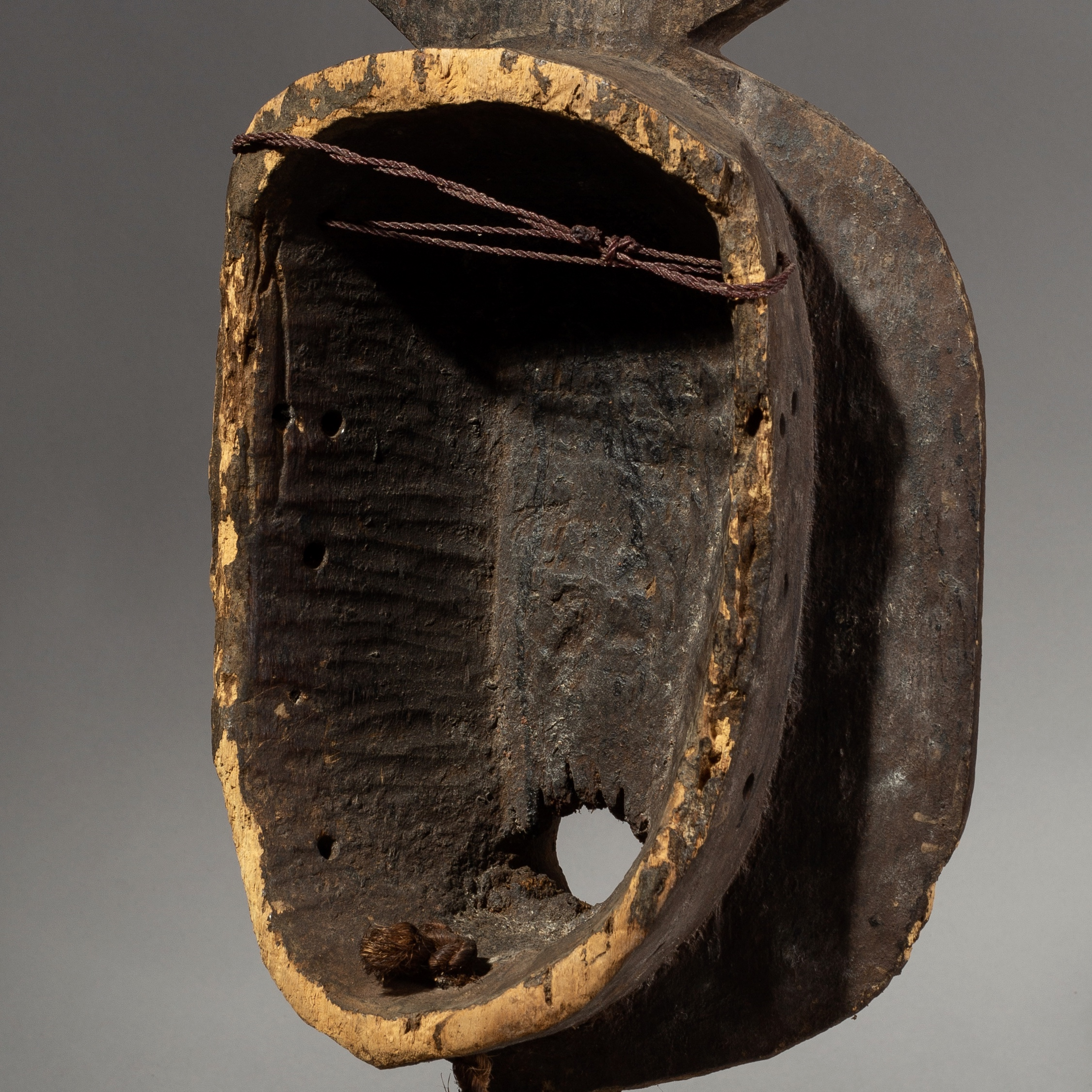 SD AN ENCRUSTED, OLD, MOSSI TRIBE MASK ( No 1938 )
