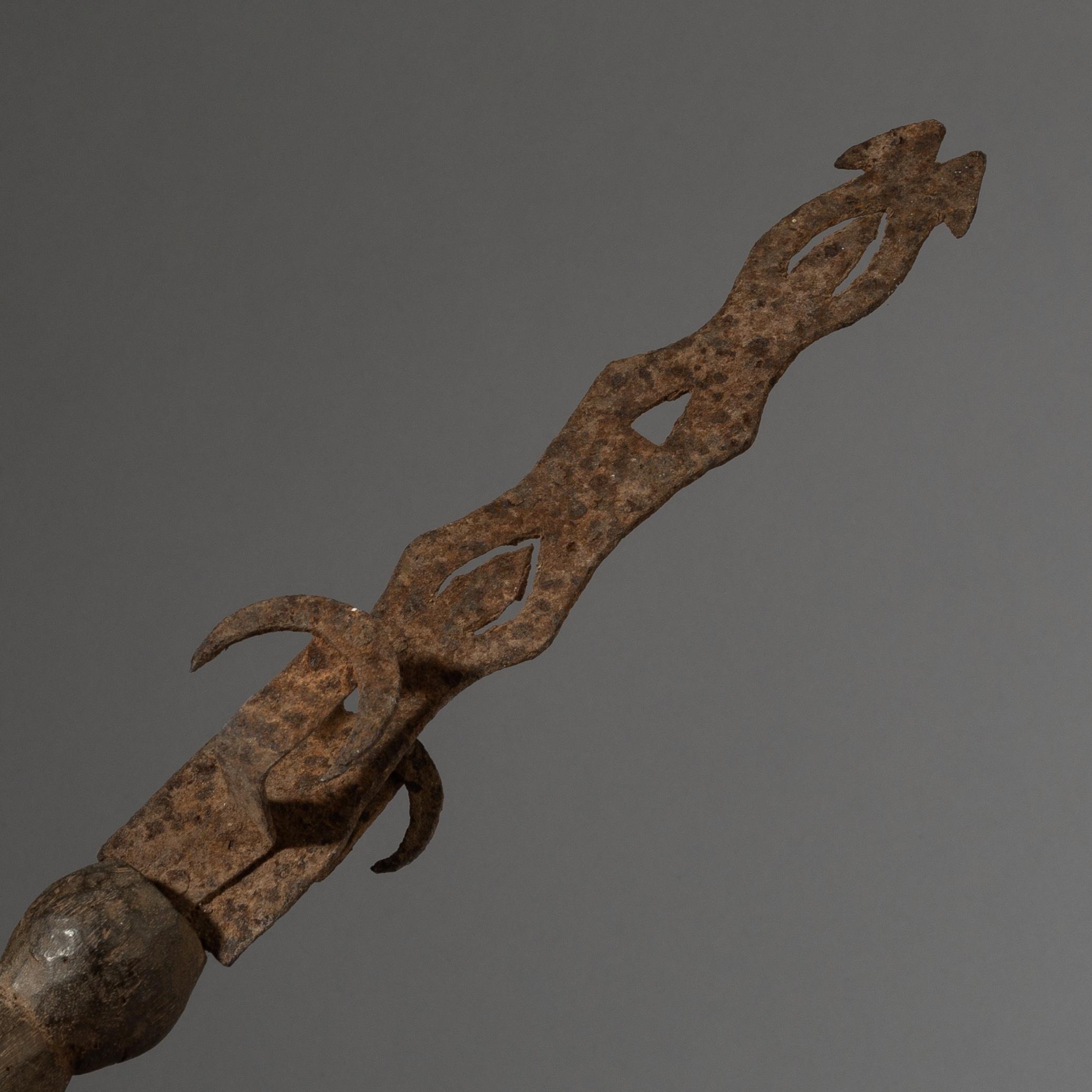 A SCULPTURAL CEREMONIAL ADAN TRIBE SWORD FROM GHANA ( No 2789 )