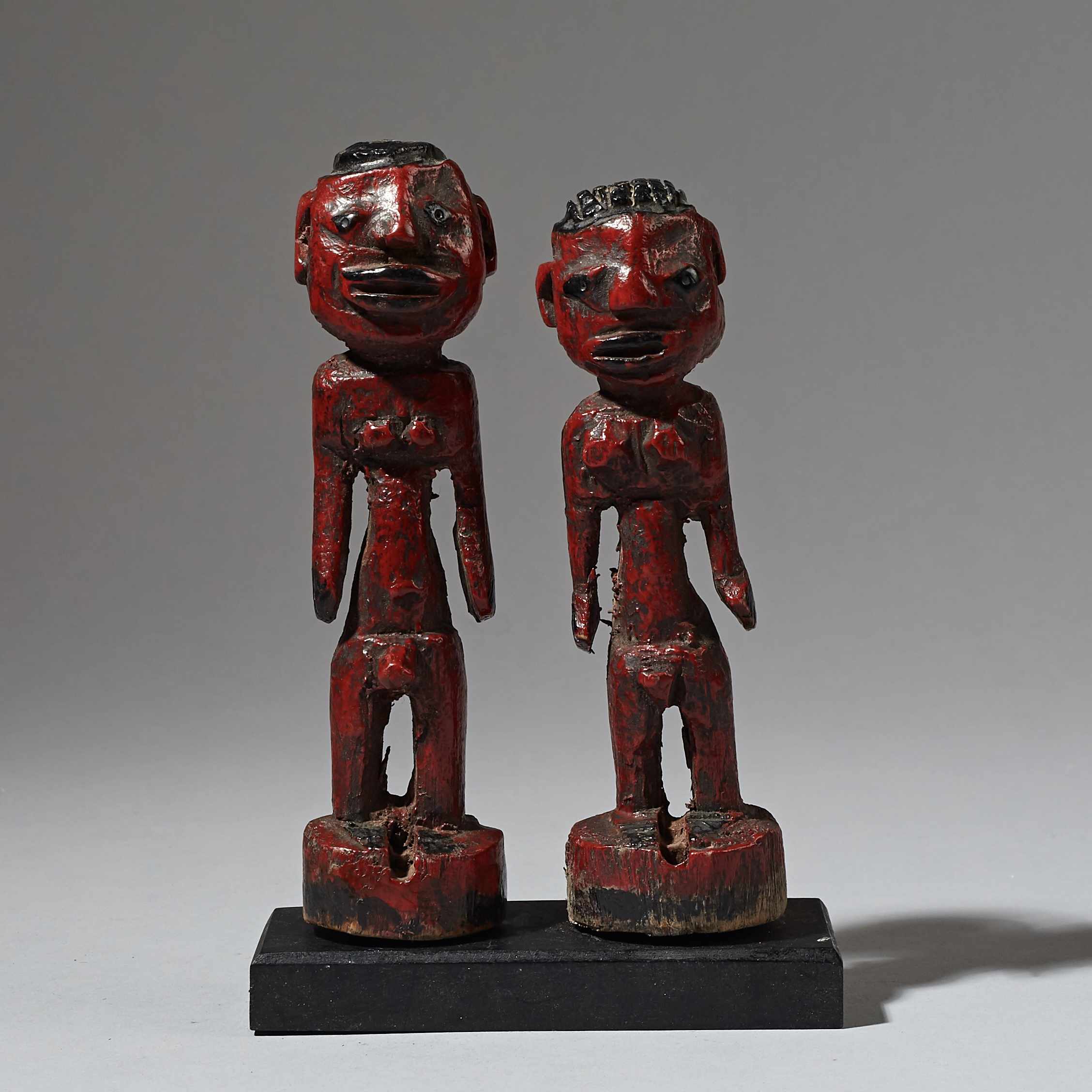 AN ARTISTIC, PAINTED PAIR OF VENAVI TWIN DOLLS FROM EWE TRIBE OF TOGO ( No 3058 )