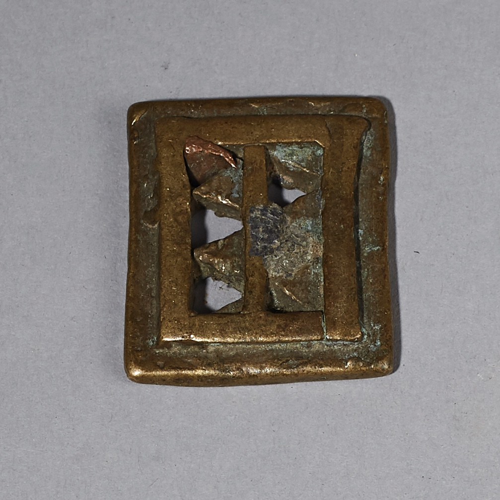 A WONDERFUL ANTIQUE AKAN GOLD WEIGHT WITH LEAD ADJUSTMENT ( No 2570 )