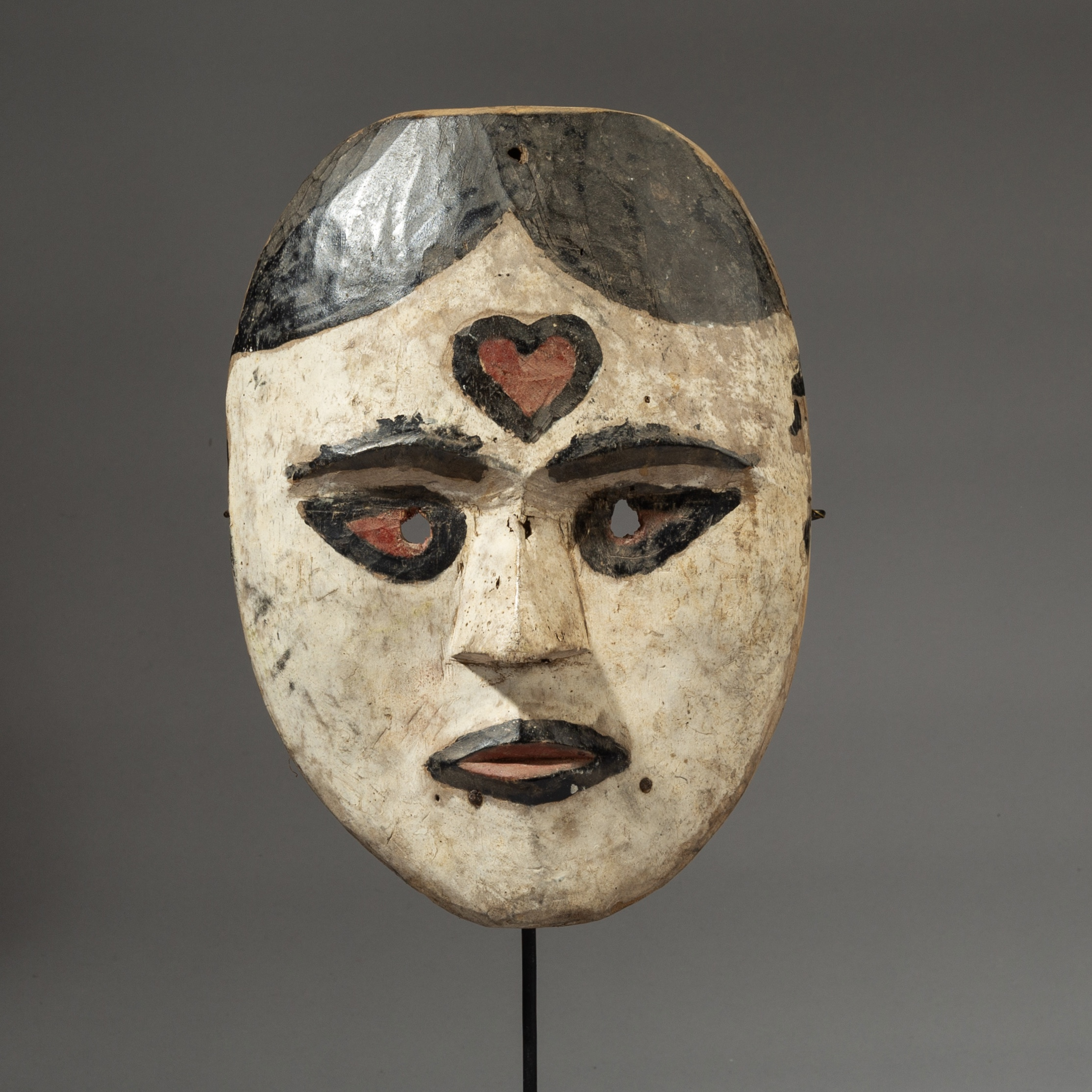 A DIVINE KALAMATAN MASK FROM INDONESIA ( No 3216 )