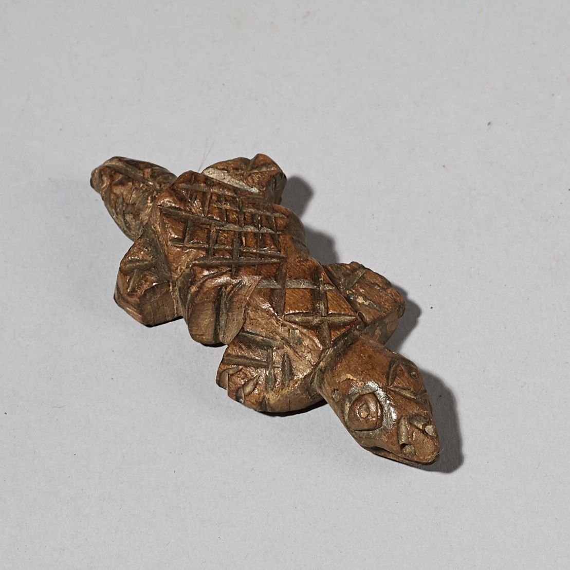 A TURTLE ANIMAL TOTEM PENDANT, MOSSI TRIBE BURKINA FASO W AFRICA ( No 4131 )