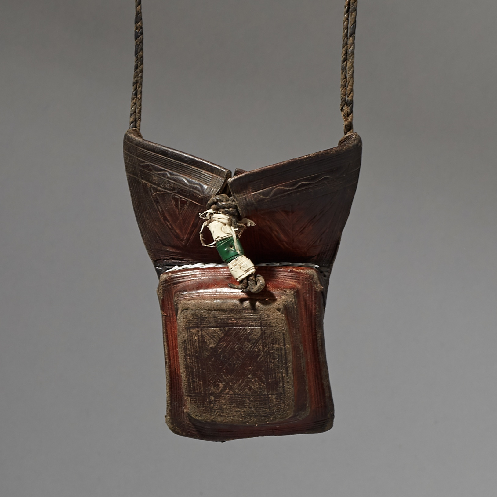 ( Sold timtim ) -A GRIS GRIS LEATHER TALISMAN PENDANT FROM THE NOMADS OF THE SAHARA ( No 3042 )