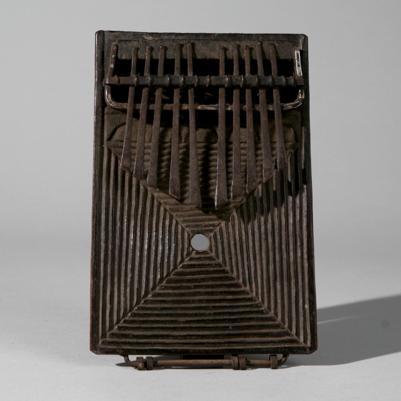 A SUPERB THUMB PIANO, CHOKWE TRIBE ANGOLA ( No 3990 )