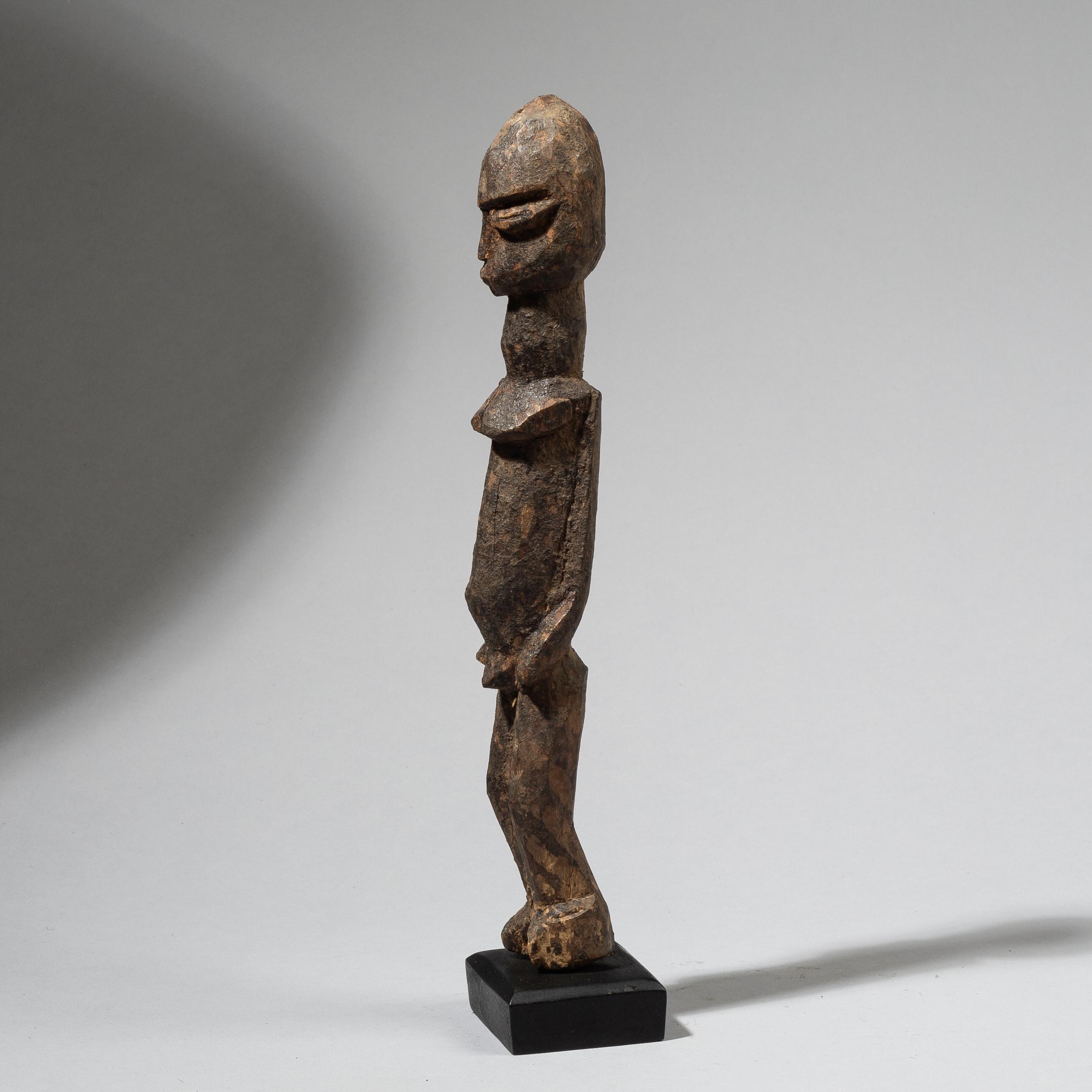AN ELONGATED, ENCRUSTED LOBI THIL FIGURE, BURKINA FASO W. AFRICA ( No 4426 )