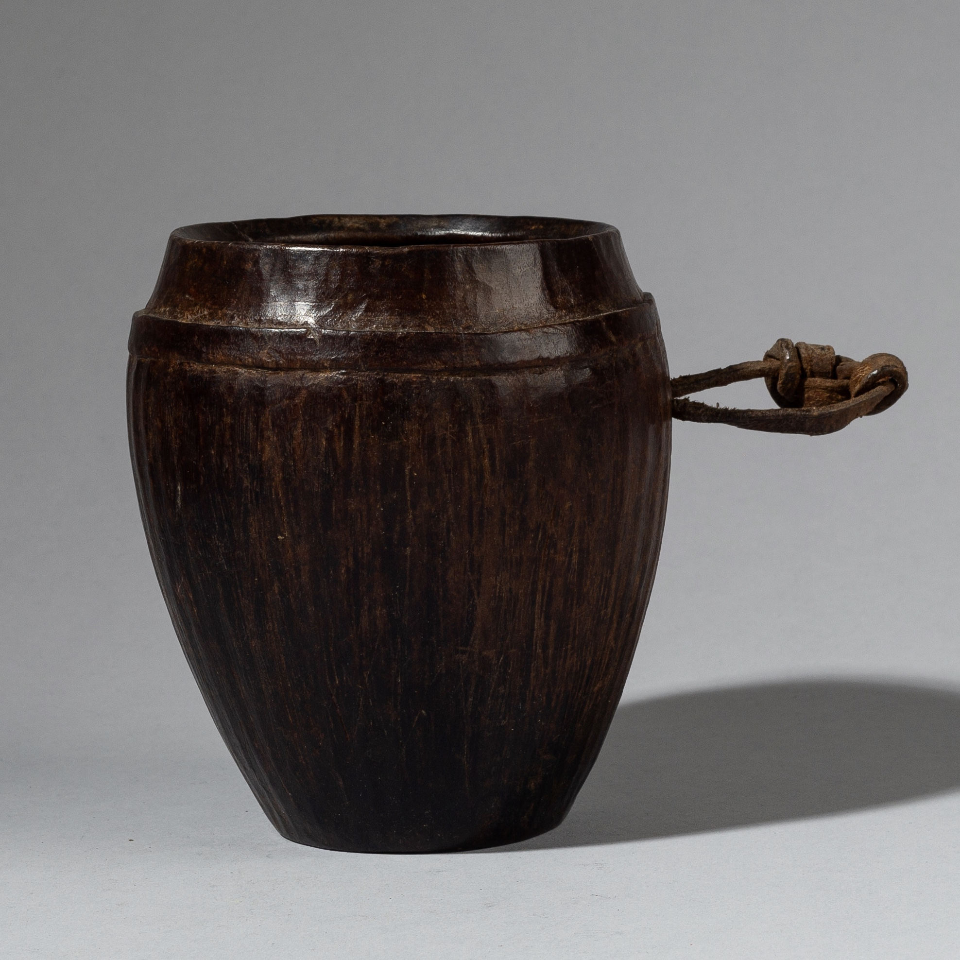 AN ADZE MARK WOODEN MARK CUP FROM ETHIOPIA ( No 2989 )