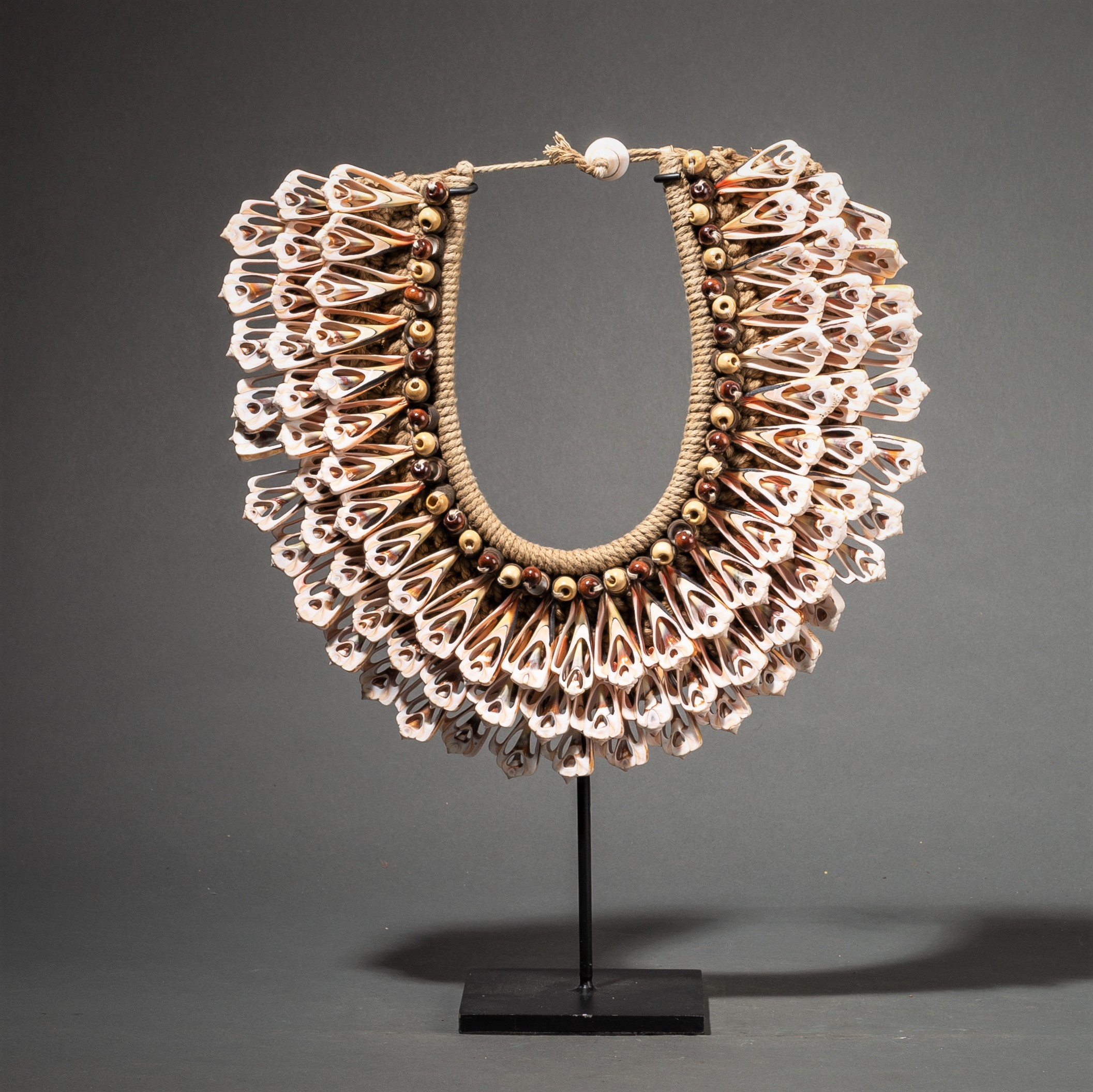 A PINK CROSS SECTION SHELL NECKLACE ( No 63 )