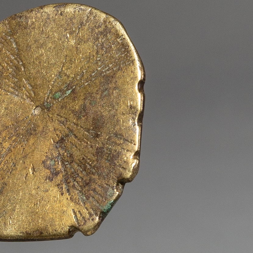 A TACTILE 17THC GOLD MEASURING WEIGHT FROM THE IVORY COAST ( No 2177 )