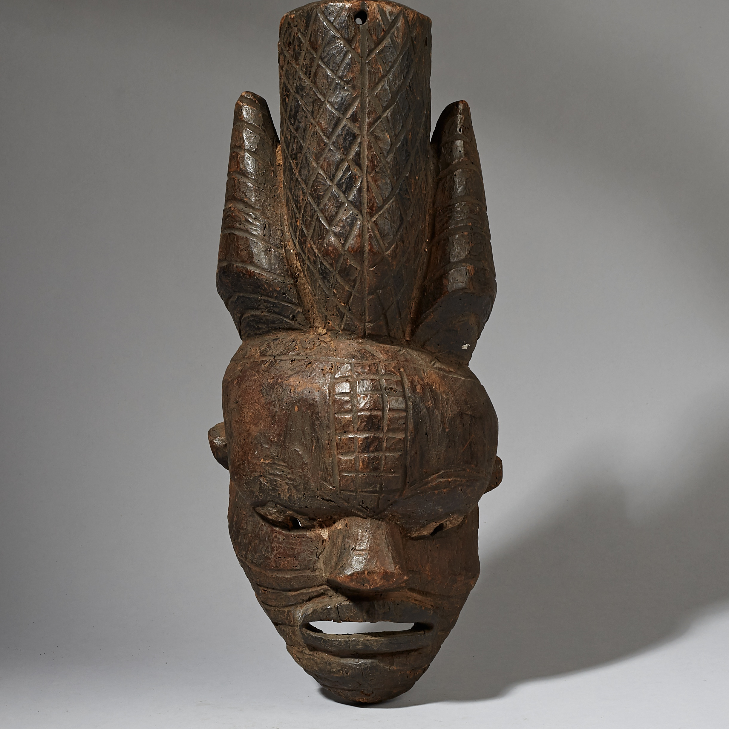 AN UNUSUAL SALAMPASU MASK FROM THE CONGO ( No 2911 )