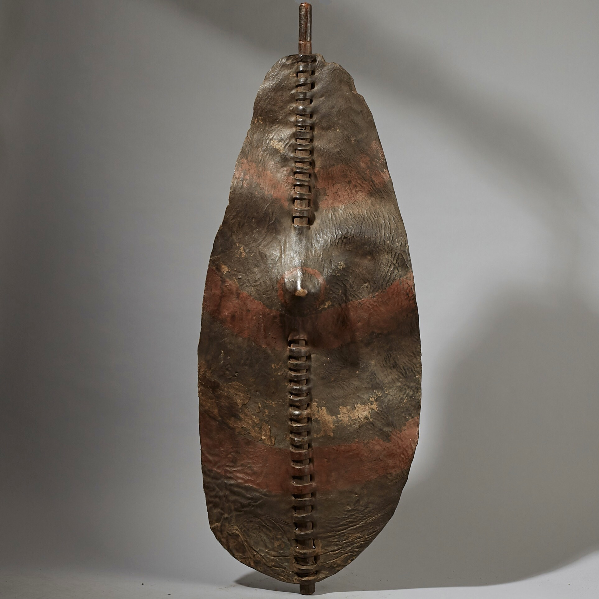 AN EARTHY STRIPED SHIELD FROM DINKA TRIBE OF SUDAN ( No 3068 )