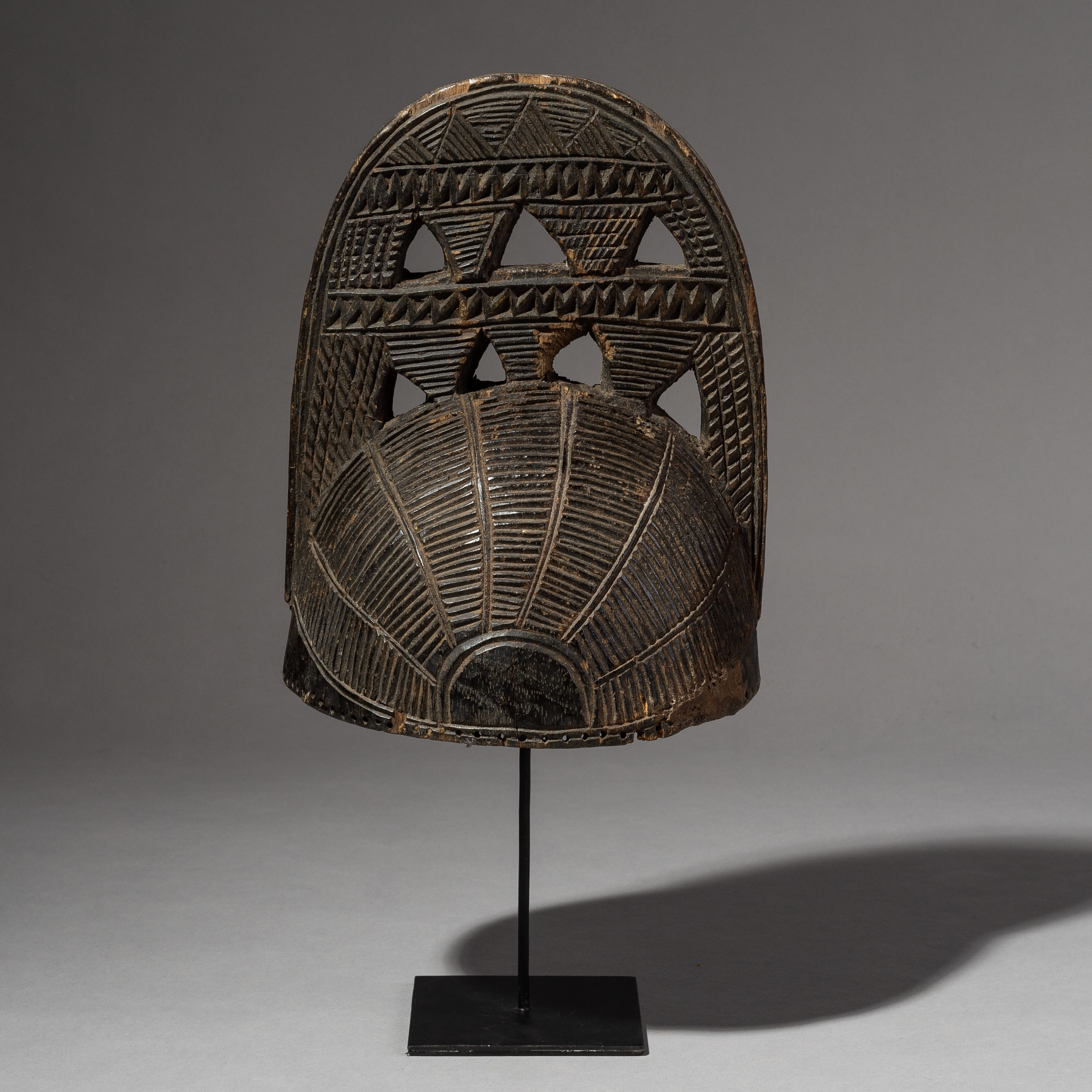A FINELY ENGRAVED YORUBA WOODEN CEREMONIAL HAT FROM NIGERIA ( No 2007 )