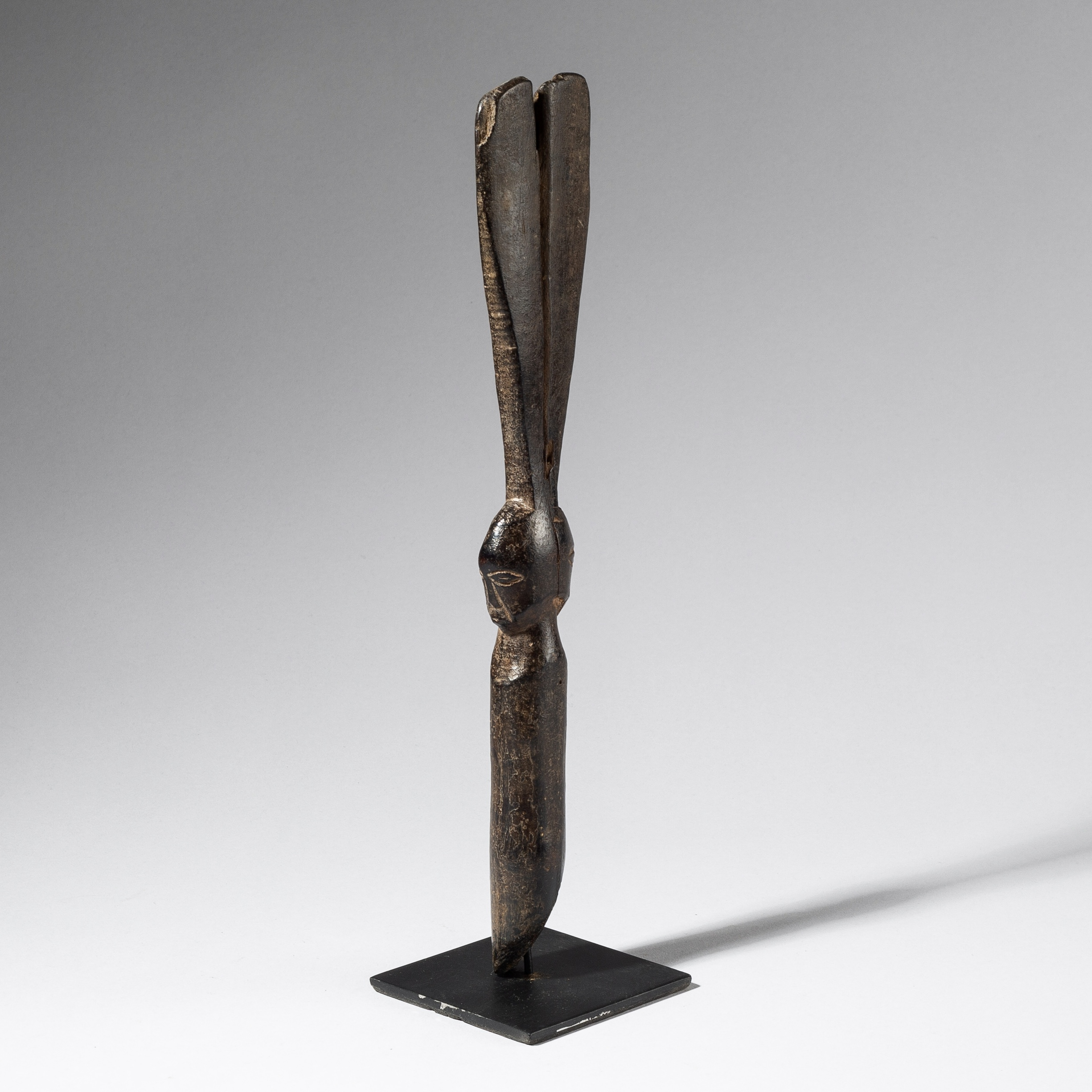 AN ELEGANT DIVINATION IMPLEMENT, FIPA TRIBE TANZANIA (No 3632)
