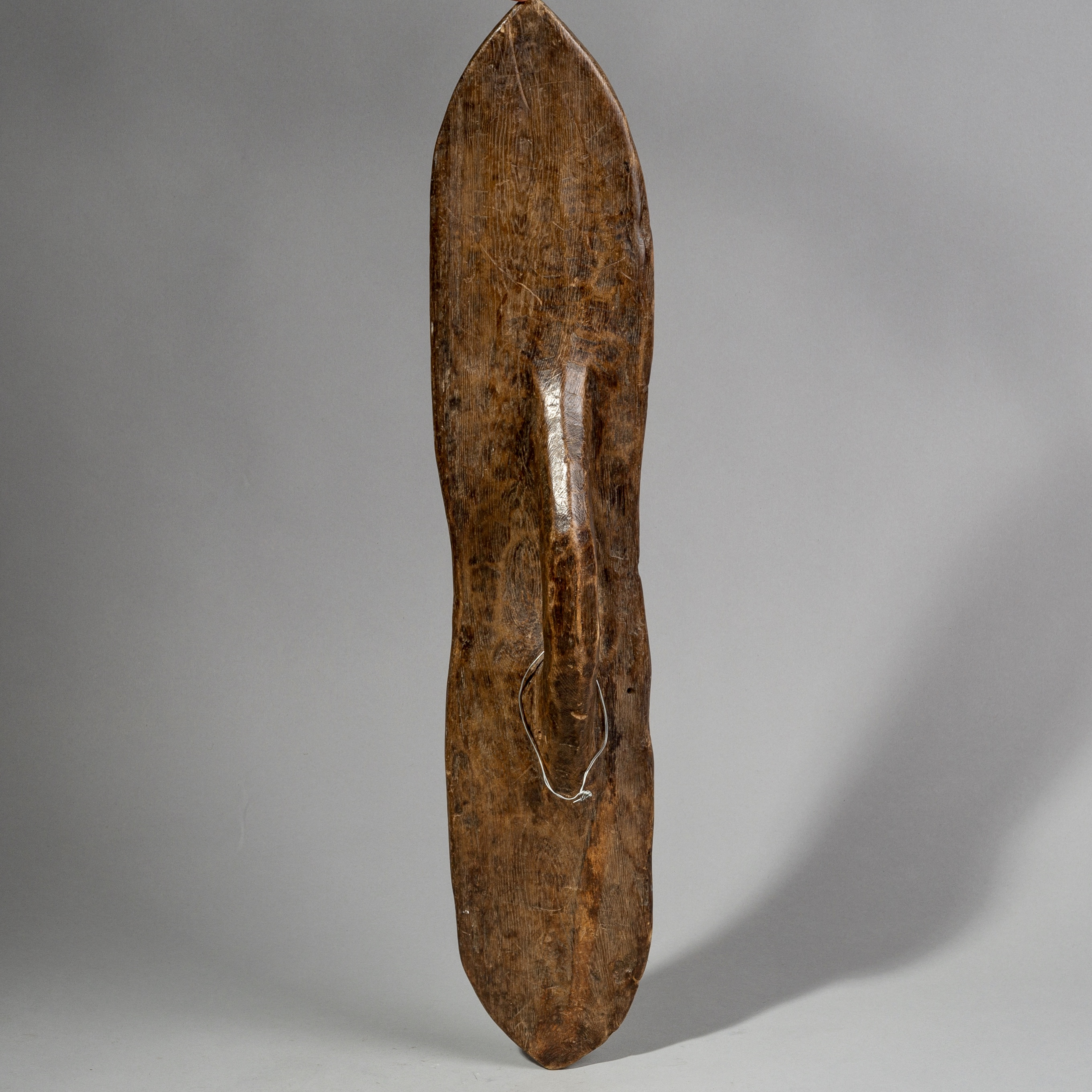 A SIMPLE WOODEN TURKANA SHIELD WITH NATURAL PATINA FROM KENYA ( No 1496 )