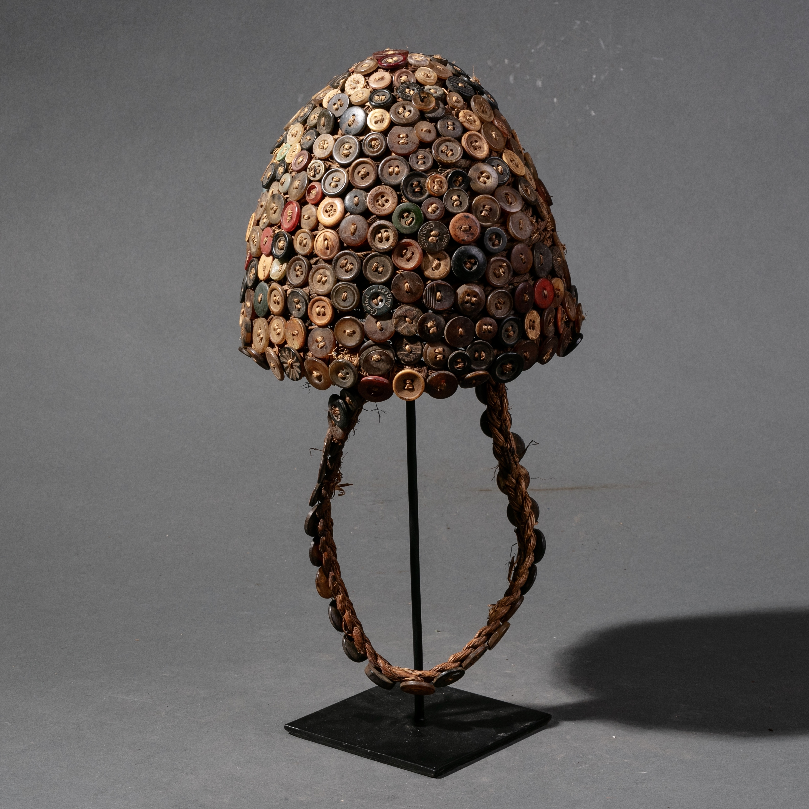 SD A PATINATED BUTTON HAT LEGA TRIBE ( No 869 )