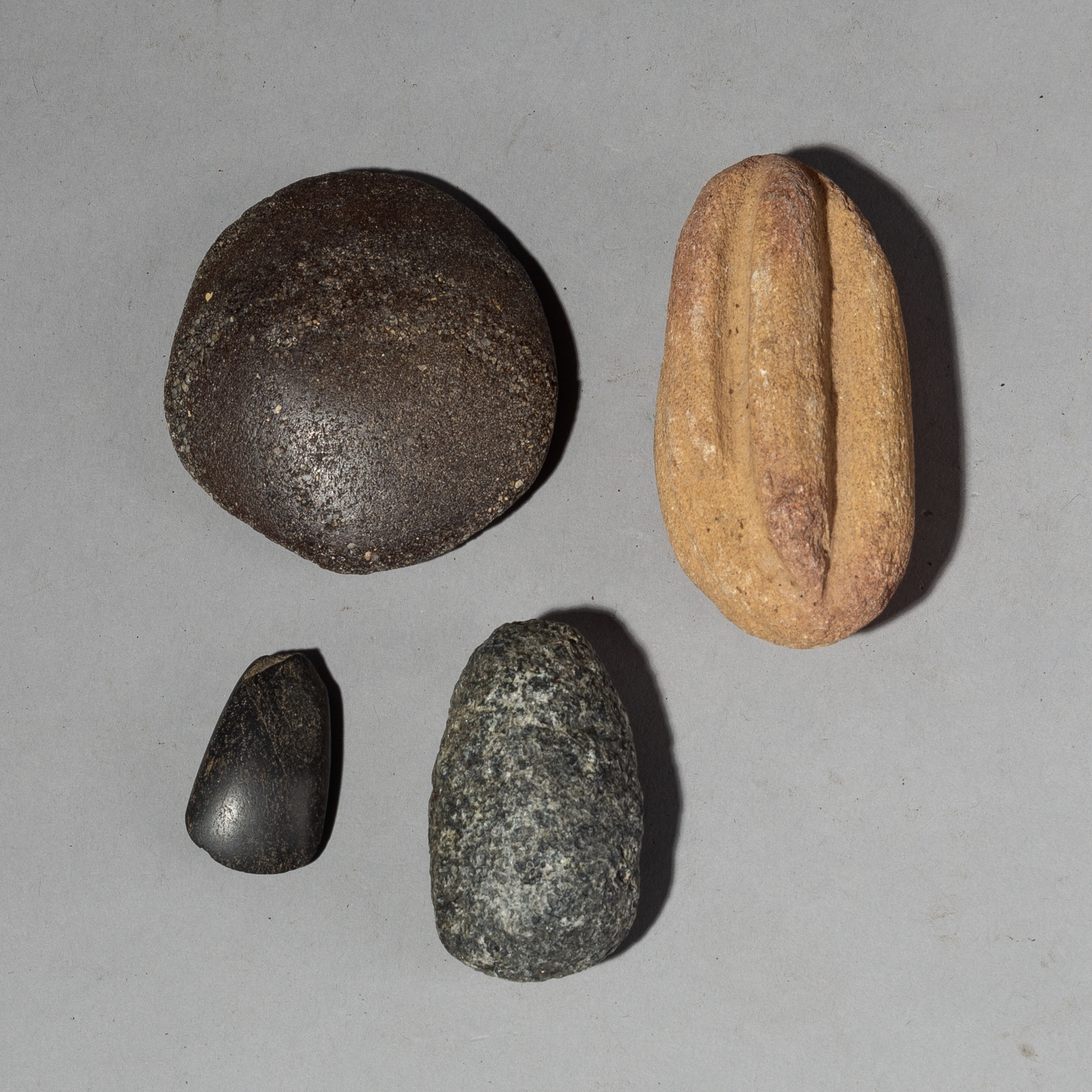 Sold A GROUP OF OLD STONE TOOLS FROM THE SAHARA ( No 2187 )