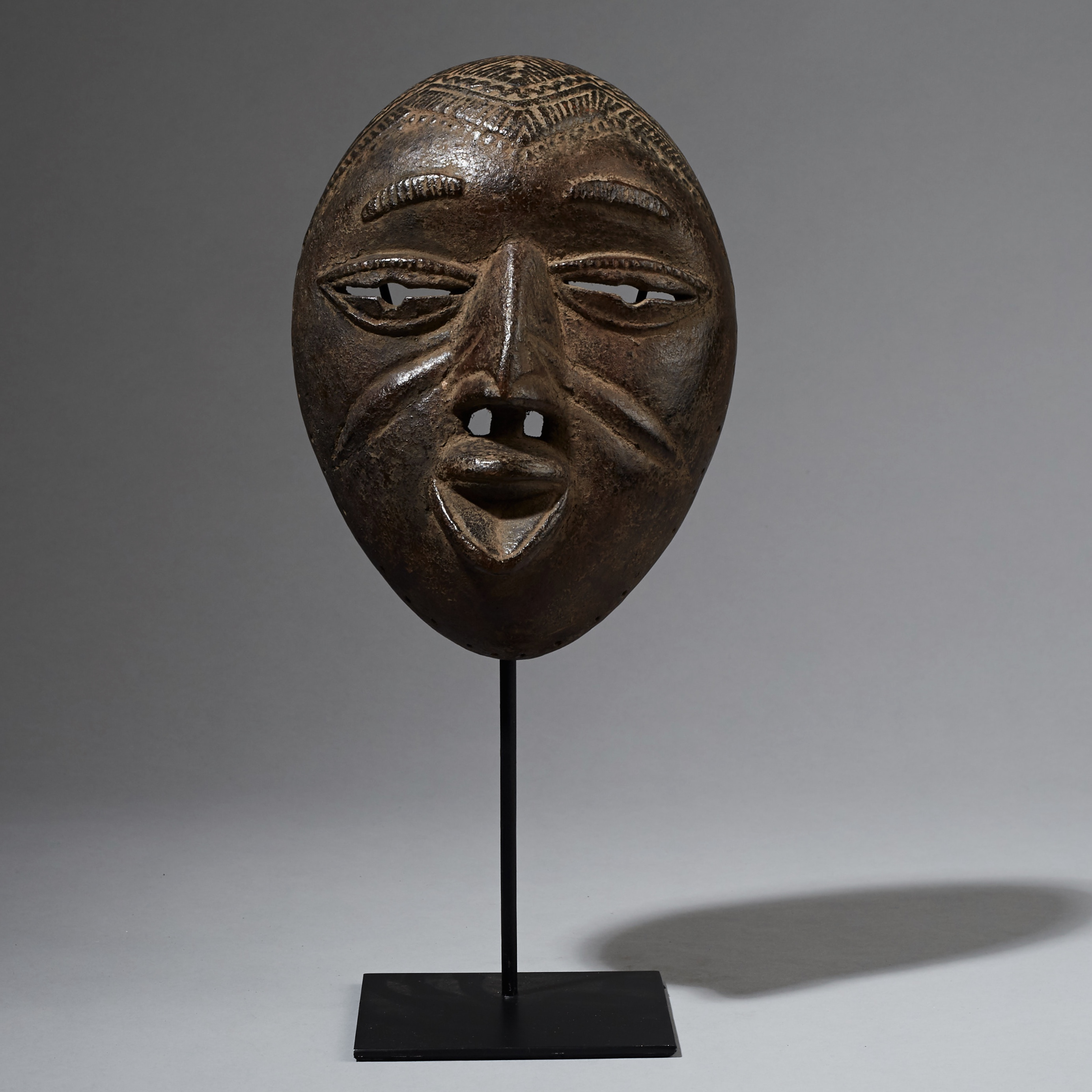 A REFINED YORUBA MASK FROM NIGERIA ( No 2381 )