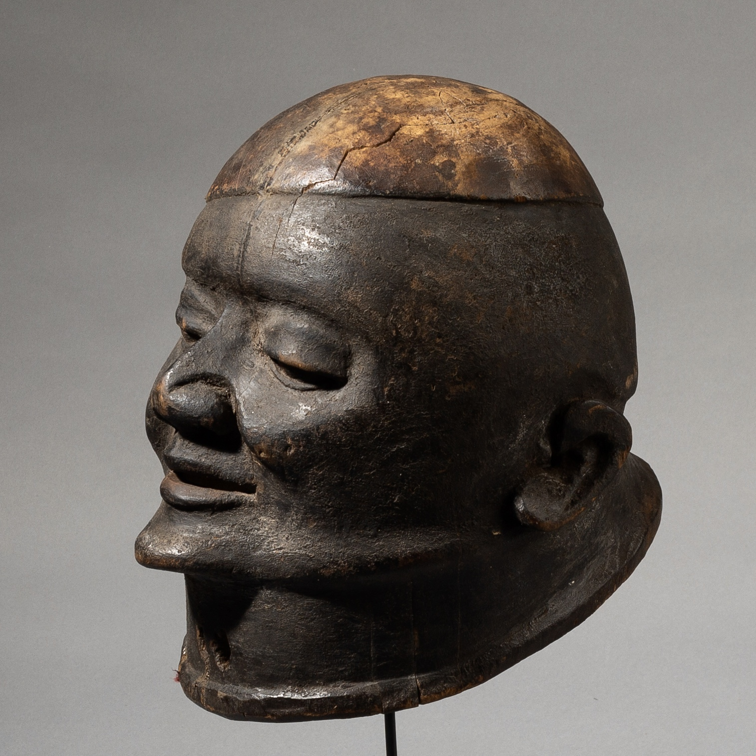 A CHARMING MAKONDE TRIBE MASK  MOZAMBIQUE  ( No 3506)