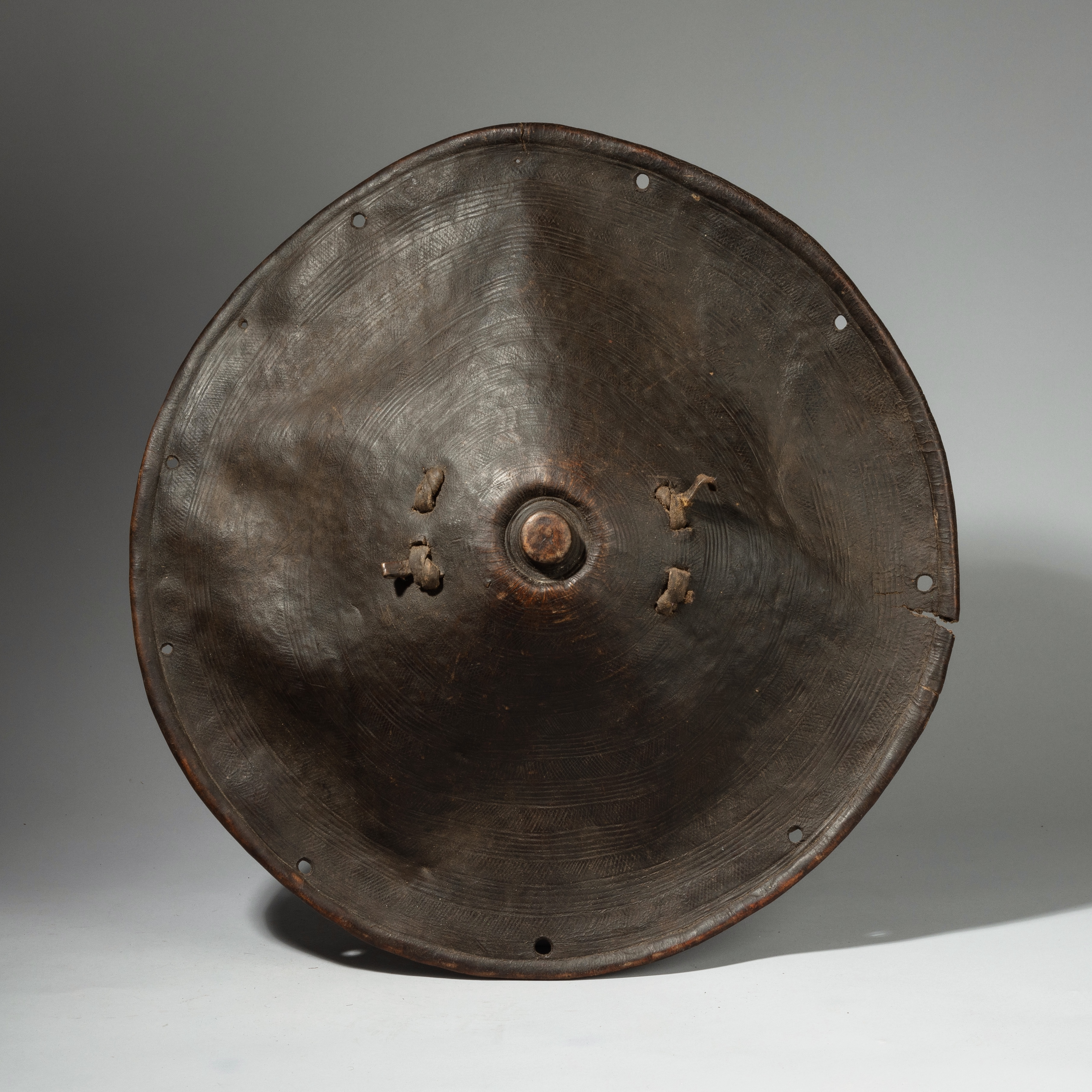 A LARGE ETHIOPIAN SHIELD WITH ORGANIC FORM ( No 4237)