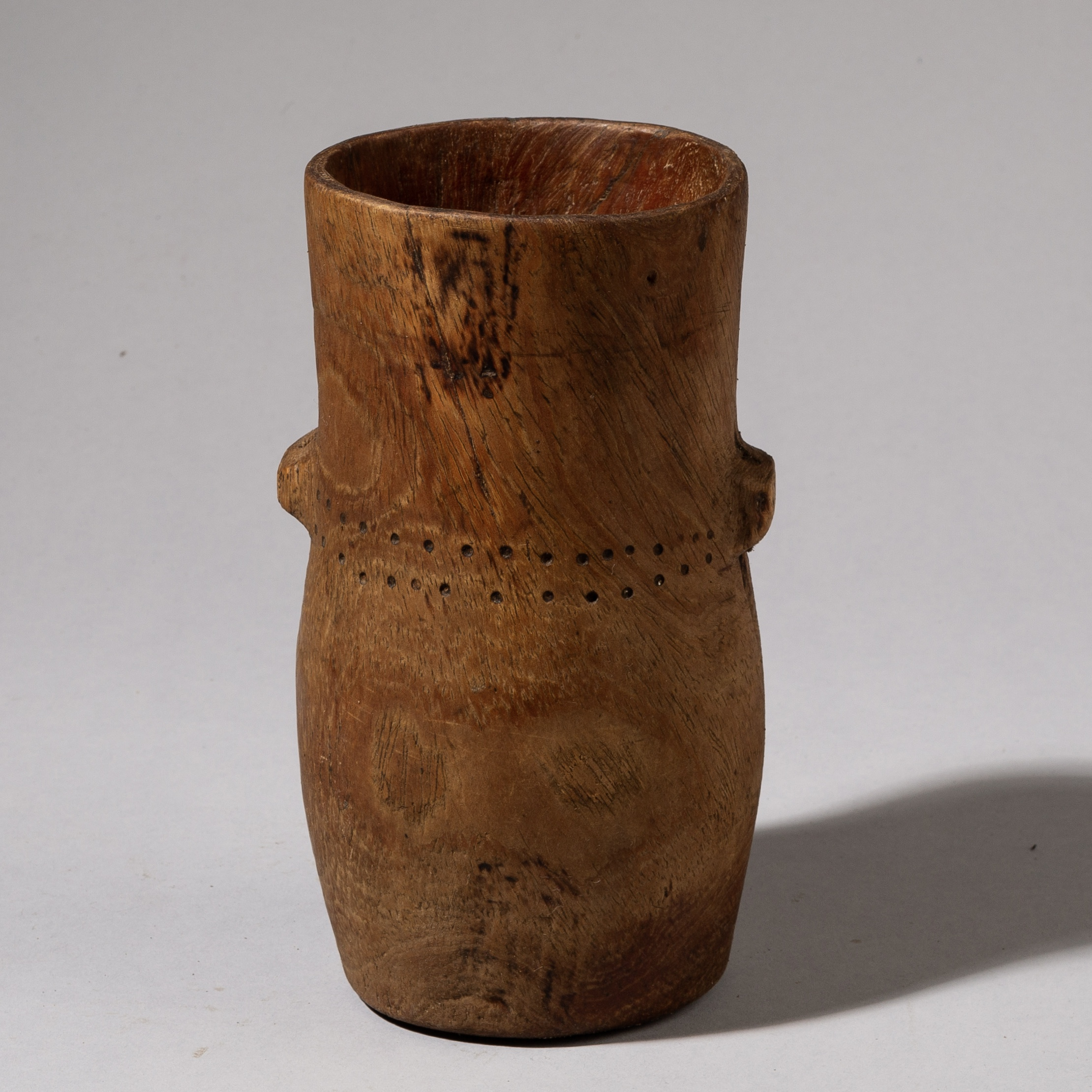 A SMART TURKANA WOOD CONTAINER FROM KENYA ( No 3525 )