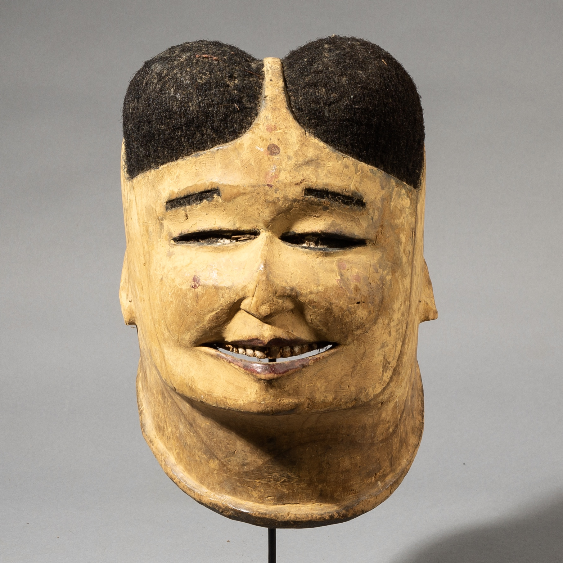 A UNIQUE TRADER MASK, MAKONDE TRIBE OF MOZAMBIQUE ( No 3592 )